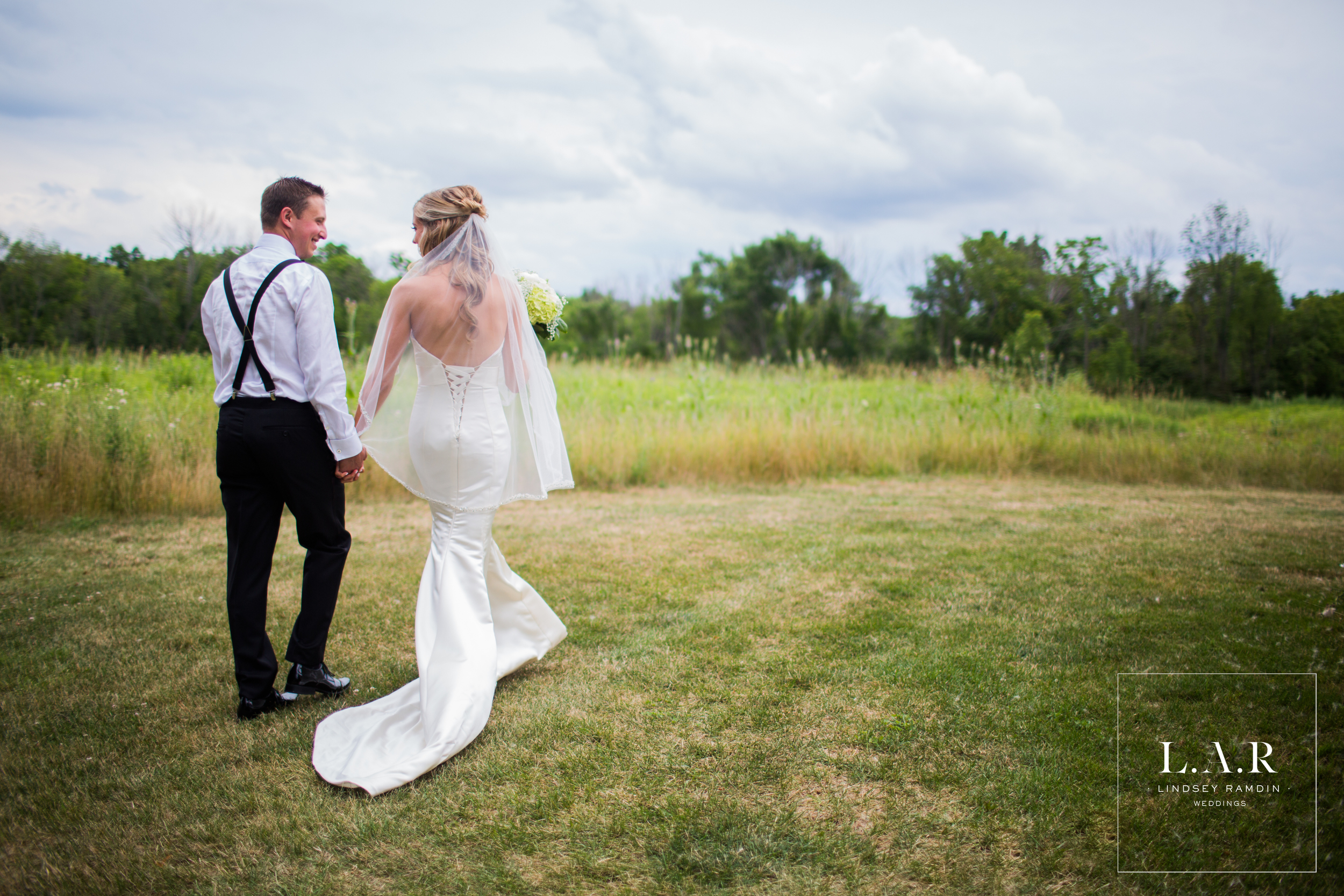 Ohio Wedding Photographer_Lindsey Ramdin_LAR WEDDINGS