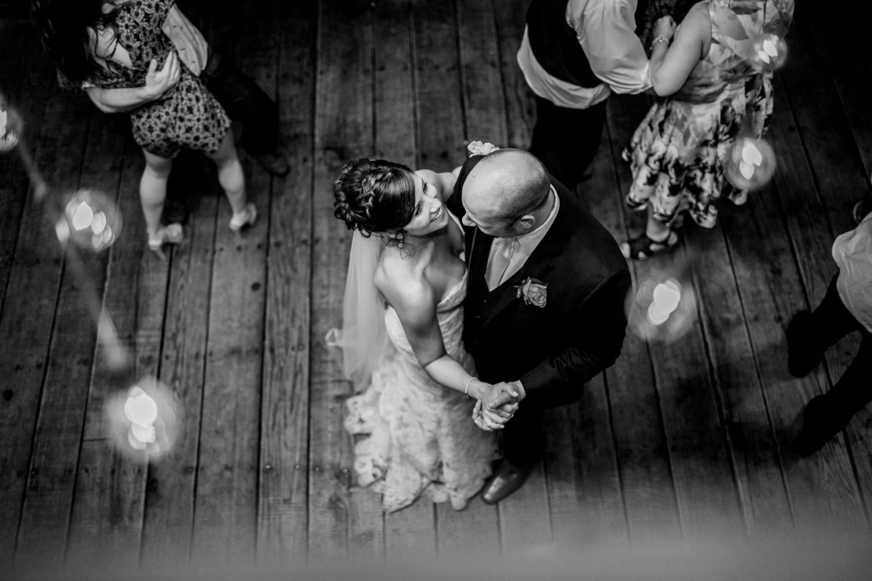 Salem-Ohio-The-Barn-Rustic-Wedding-Session--L.A.R. Weddings-Lindsey-Ramdin-2.jpg