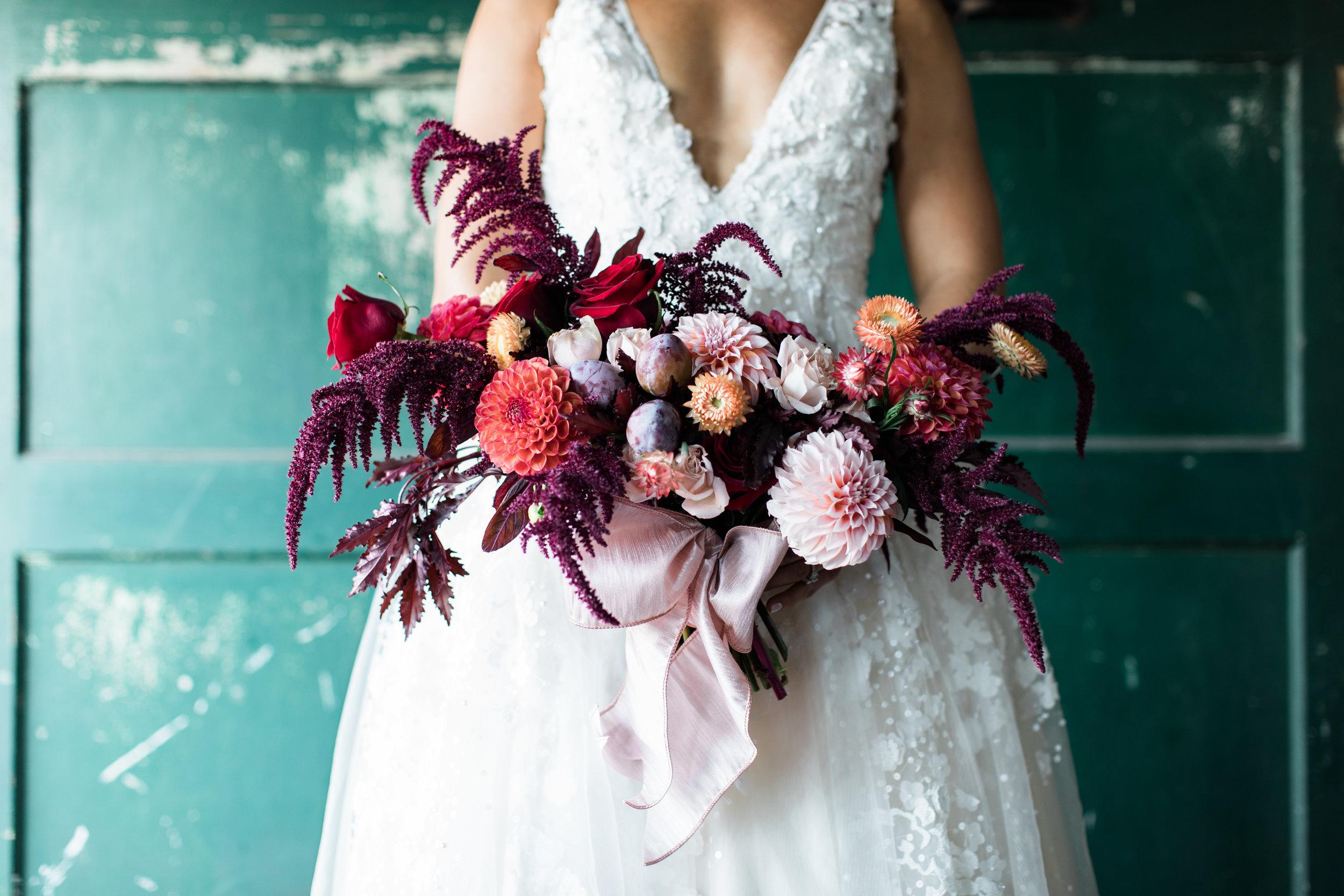 Seattle-Wedding-Photographer-Sodo-Park-Wedding-Lindsey-Ramdin