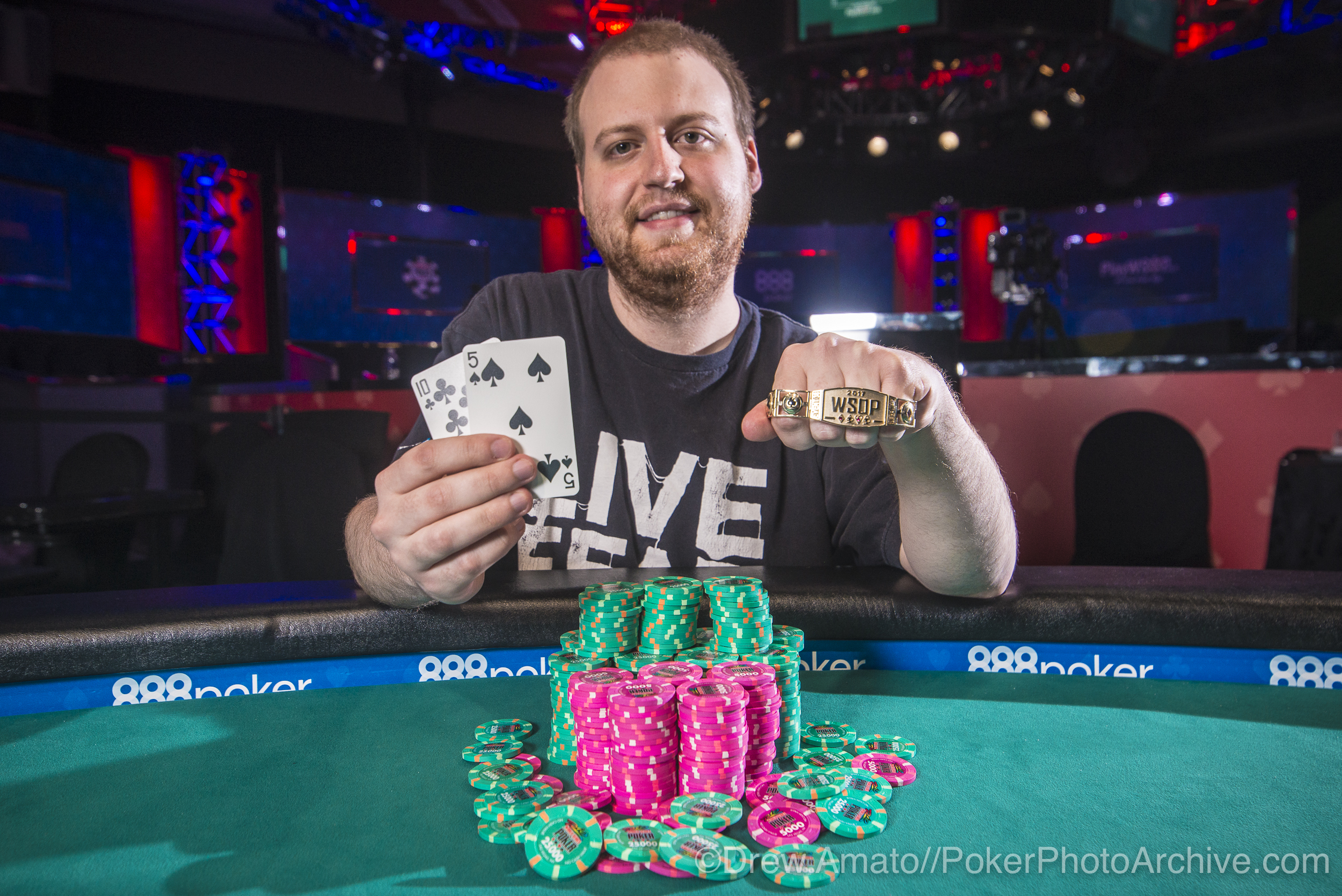 Joe McKeehen Wins Event 38!_2017 WSOP_EV59_Day 1_Amato_DA65051.jpg