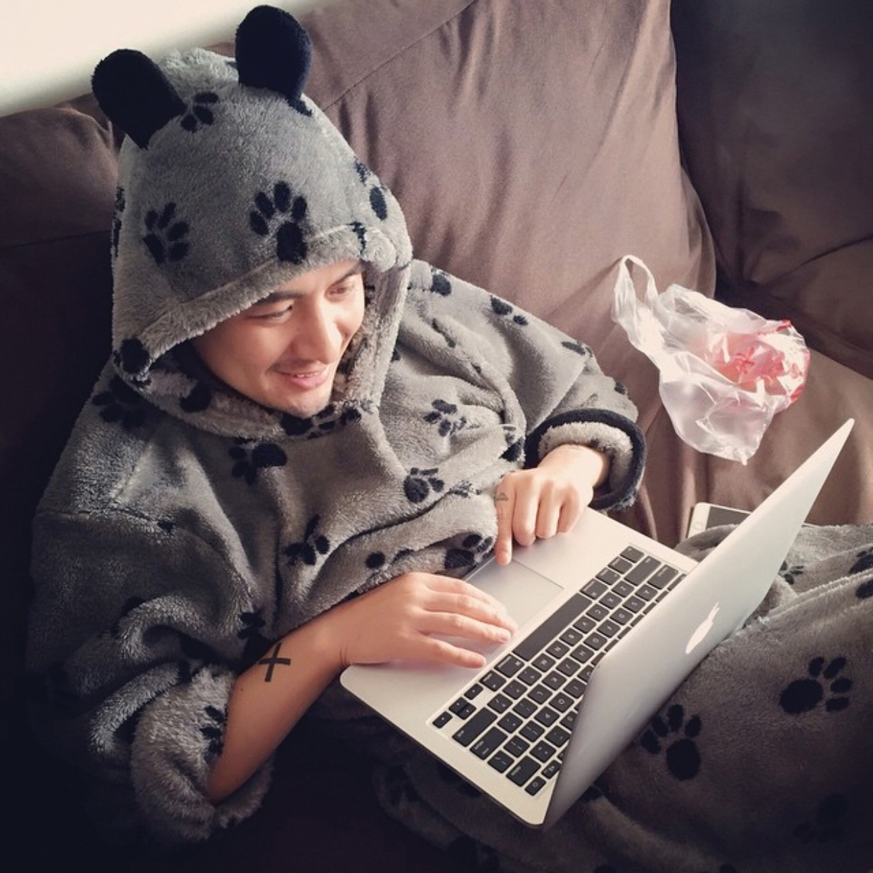 Hard at work on his Weibo