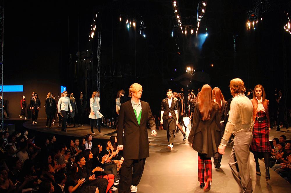 2006: Fall in Black Fashion Show in Shanghai