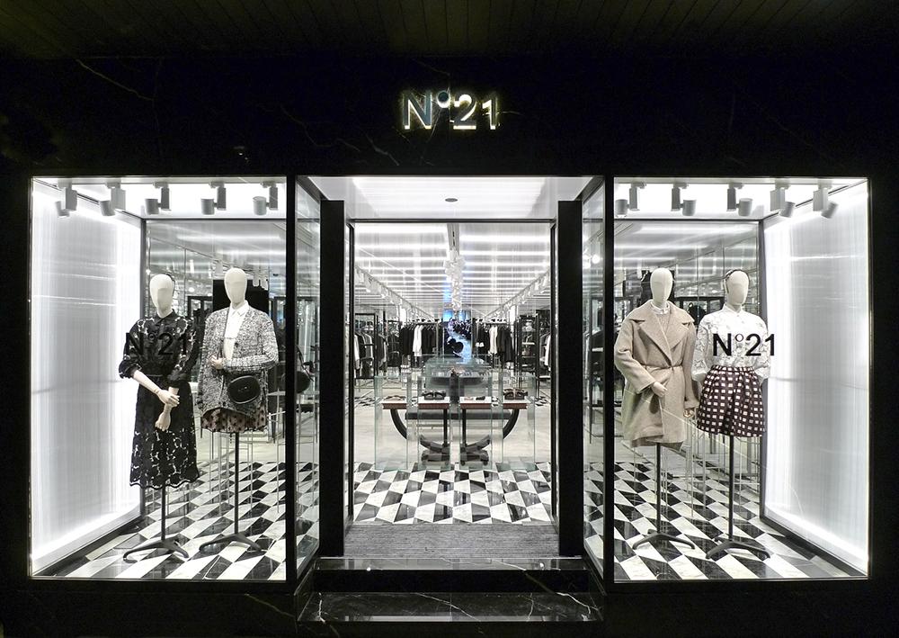 2016: N°21 Store Opening