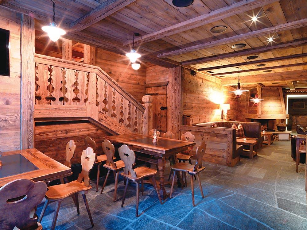 The intimate Gadä Bar at Alpenclub