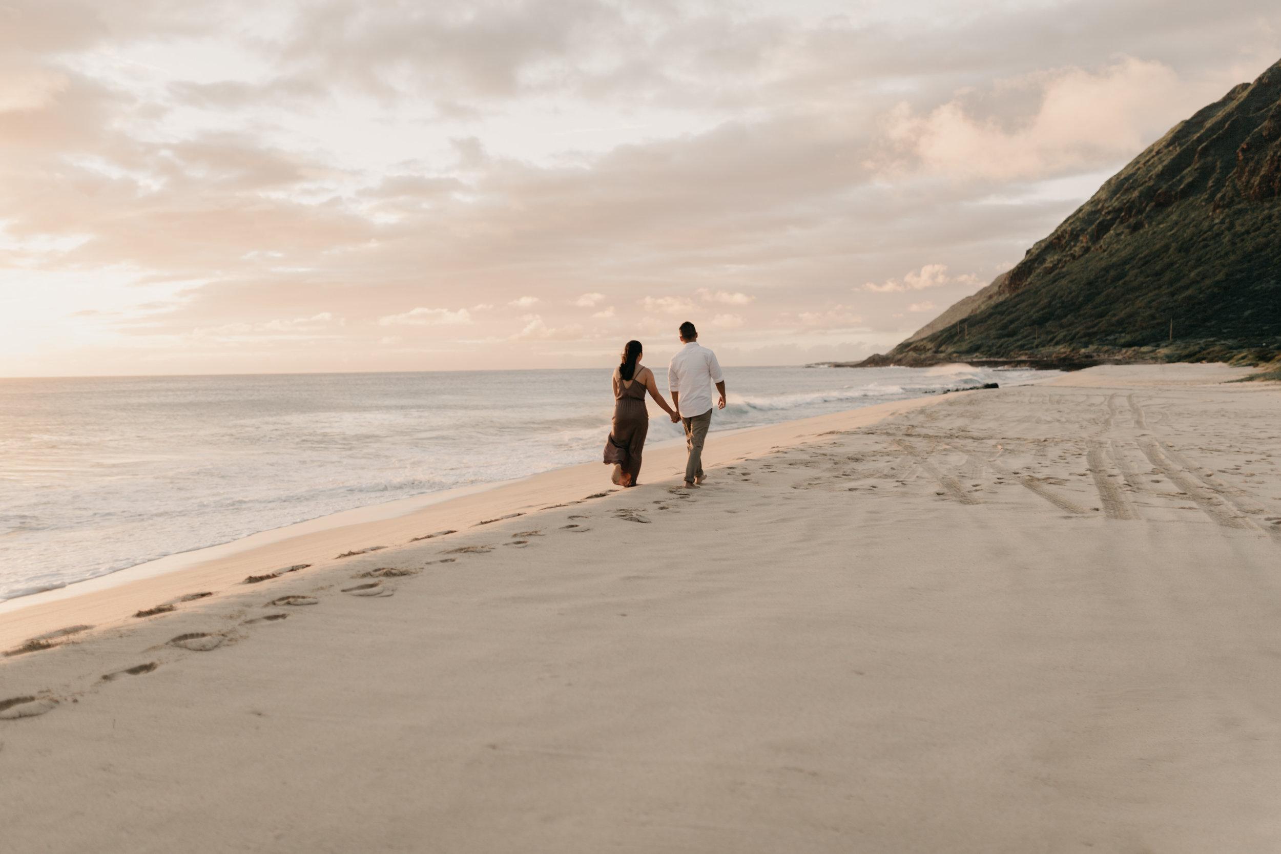 Gorgeous Hawaii Sunset Engagements by Oahu Wedding Photographer Desiree Leilani
