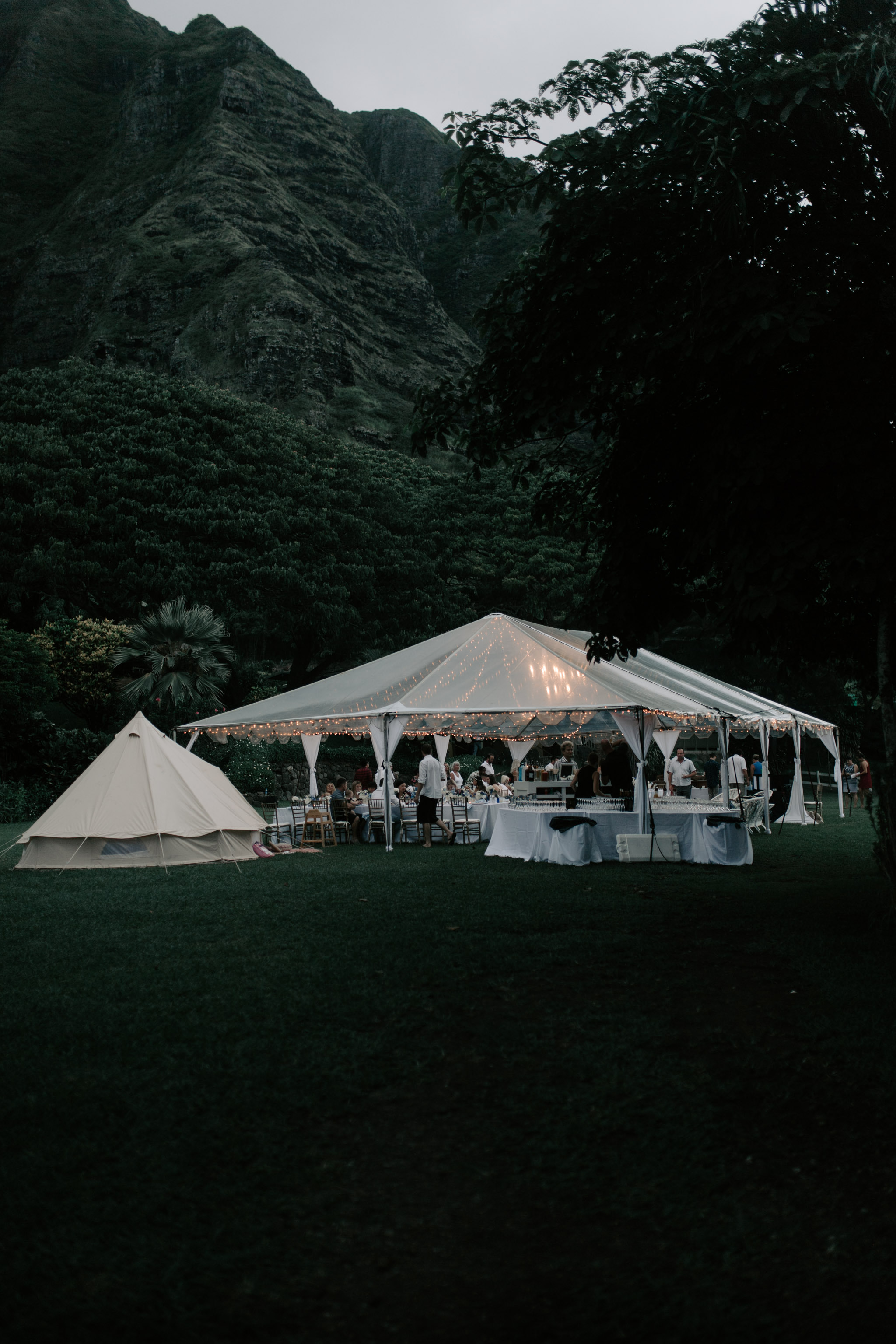 Gorgeous wedding tent at Kualoa Ranch Paliku Gardens. Photography by Hawaii wedding photographer Desiree Leilani