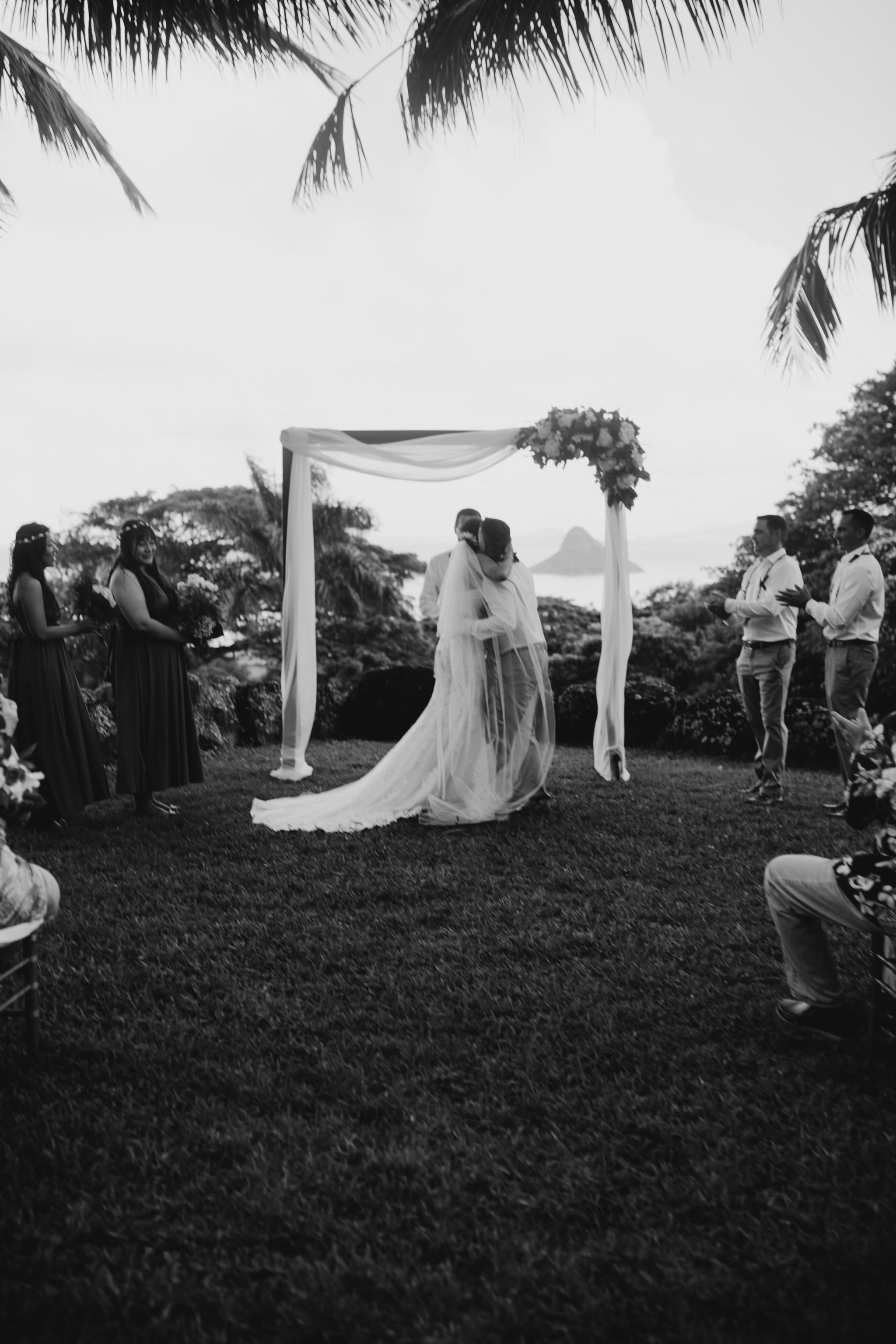 Kualoa Ranch Paliku Gardens Wedding. Photography by Hawaii wedding photographer Desiree Leilani