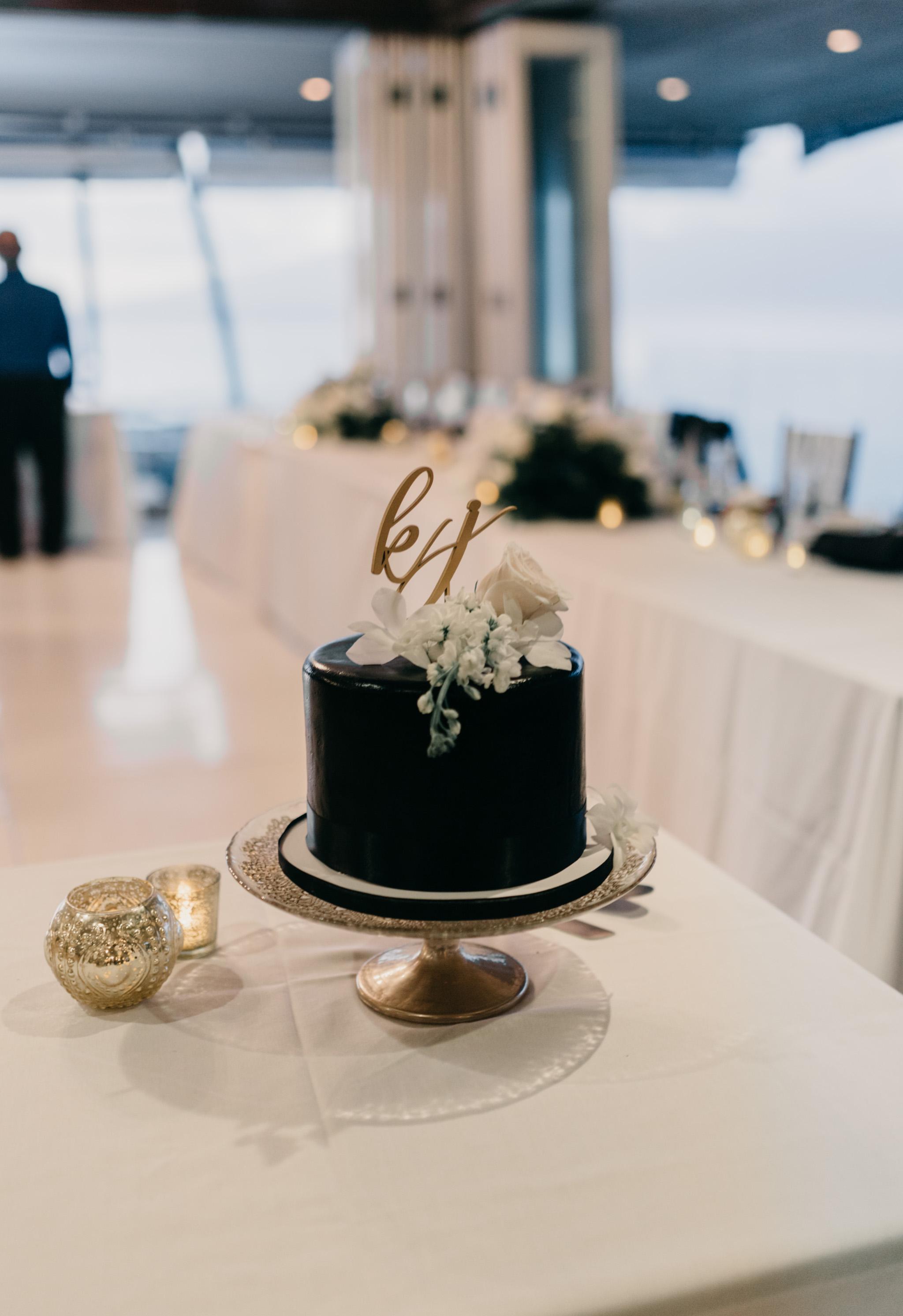 Black wedding cake   Merriman's Kapalua Maui wedding by Hawaii wedding photographer Desiree Leilani