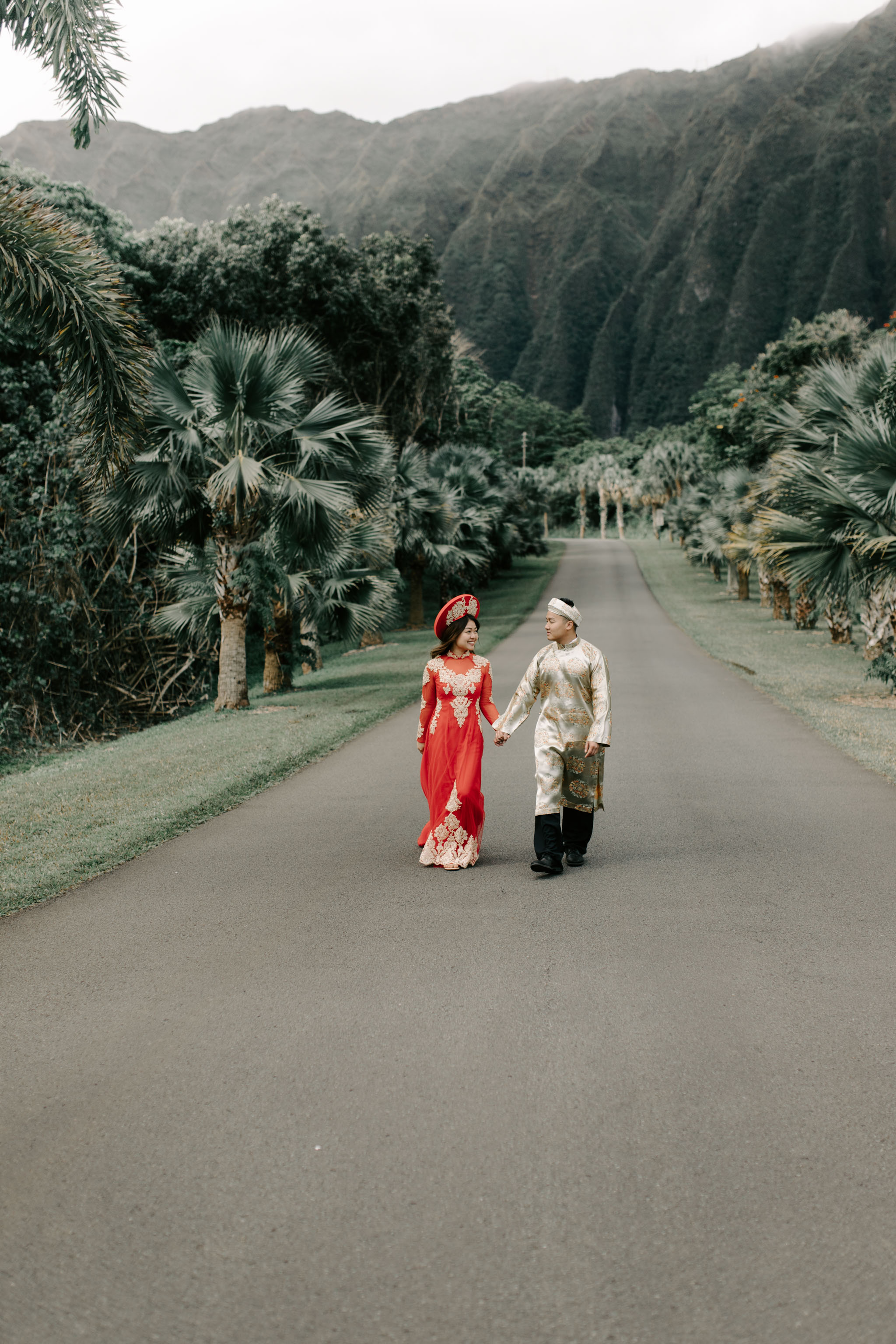 Engagement Photos Wearing Ao Dai Traditional Vietmanese Outfits by Hawaii Wedding Photographer Desiree Leilani