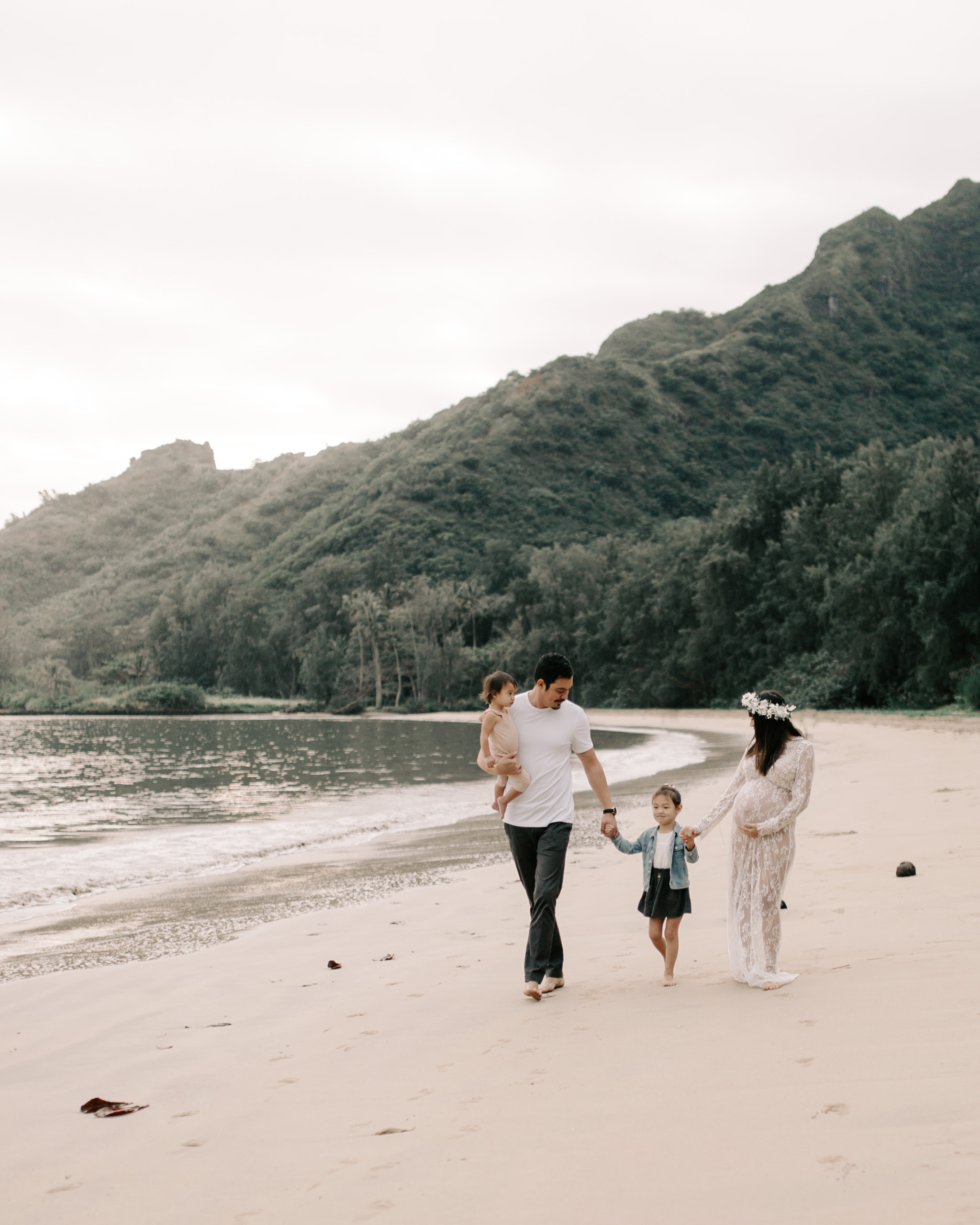 Whimsical Kahana Bay Family Session by Oahu Family Photographer Desiree Leilani