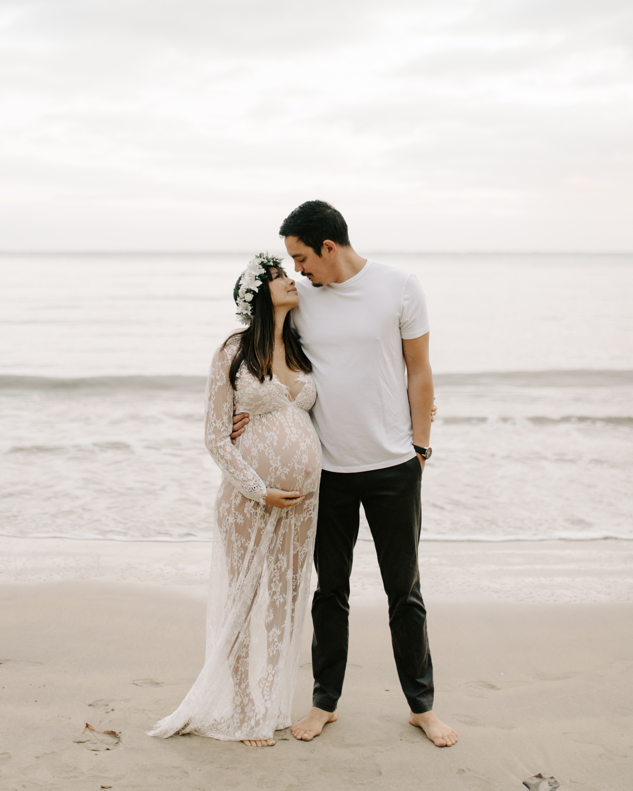 Beautiful Beach Maternity Pictures by Hawaii Maternity Photographer Desiree Leilani
