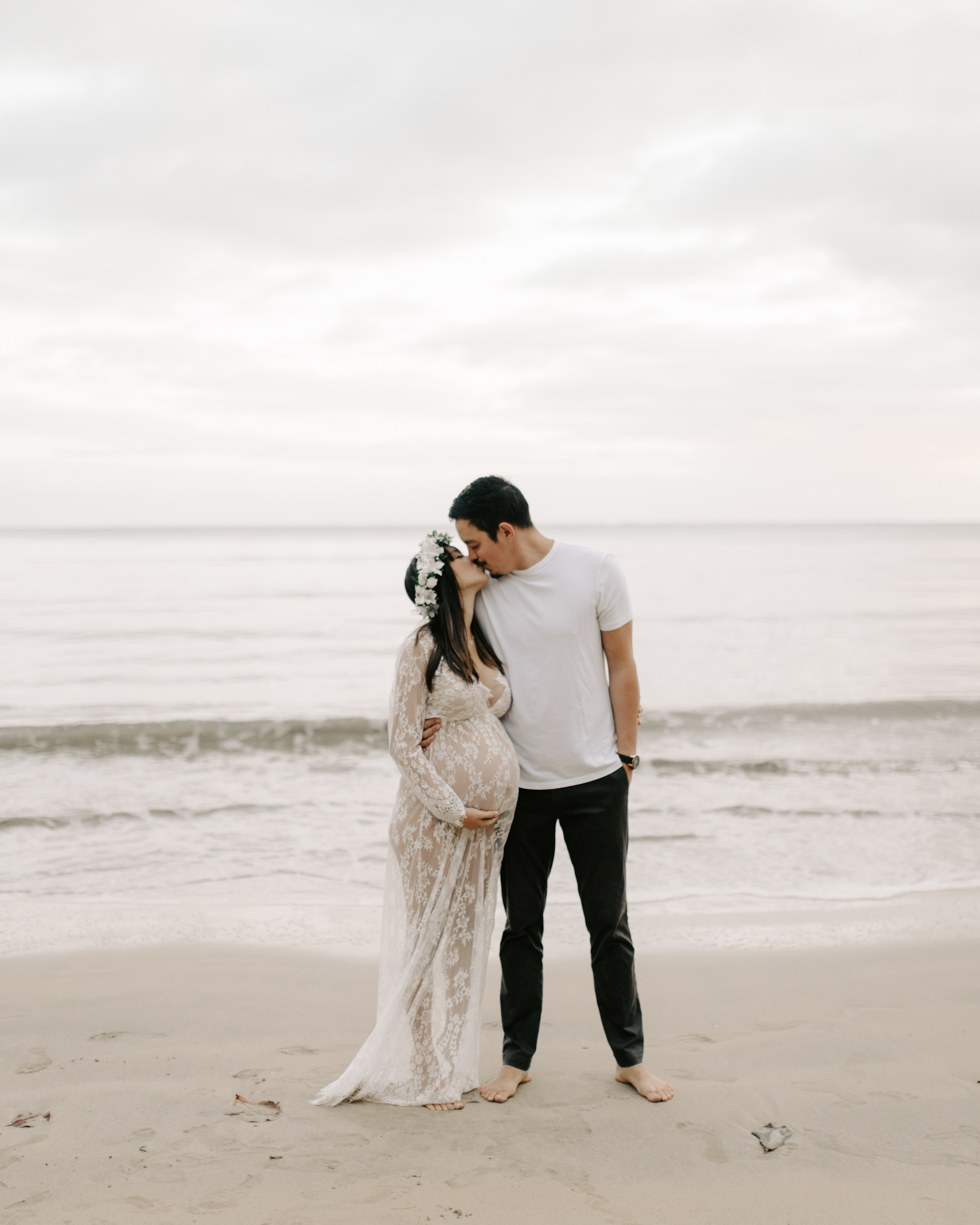 Gorgeous Beach Maternity Photos by Hawaii Maternity Photographer Desiree Leilani