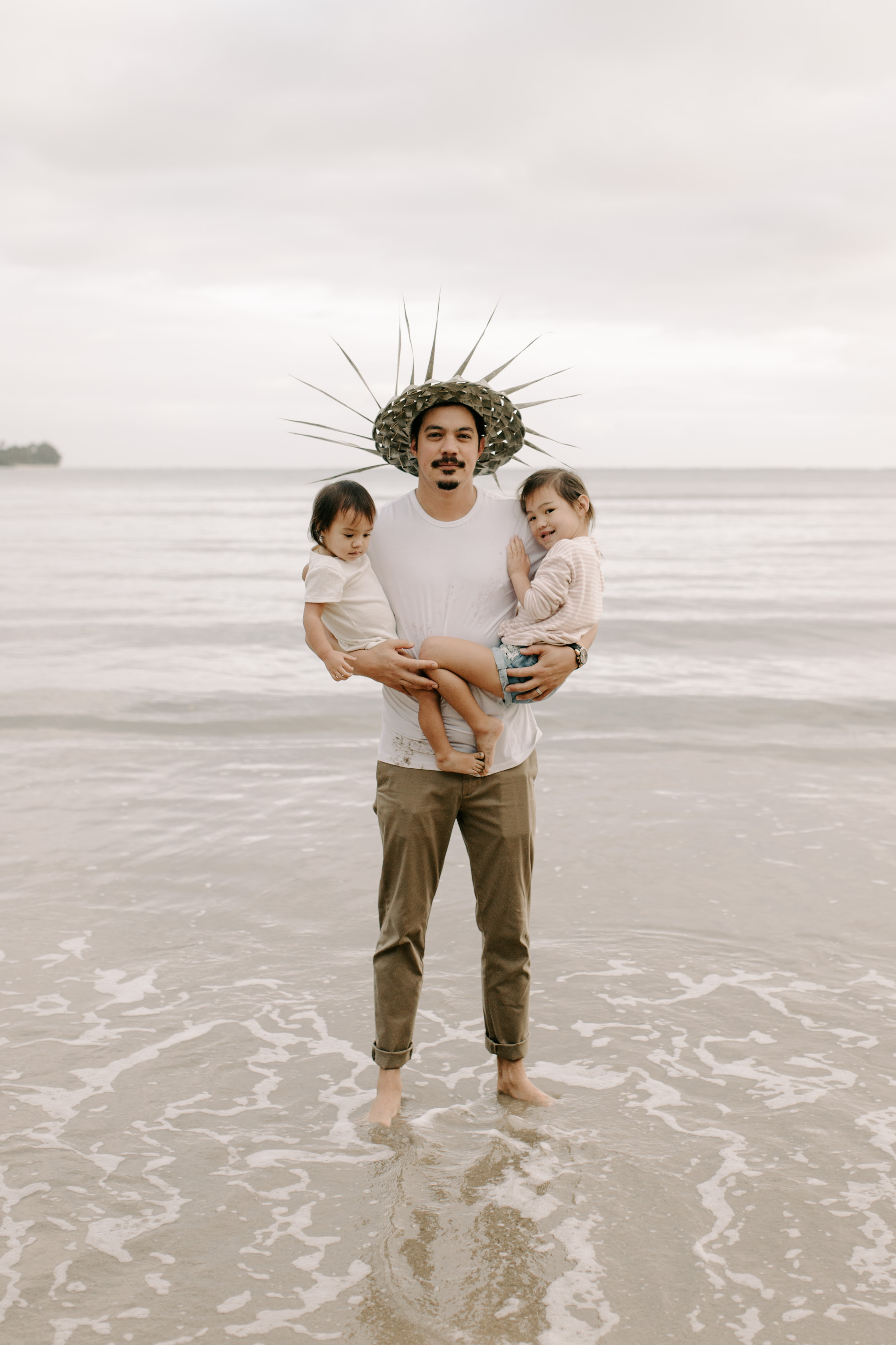 Father and his daughters at Kahana Bay by Hawaii Family Photographer Desiree Leilani