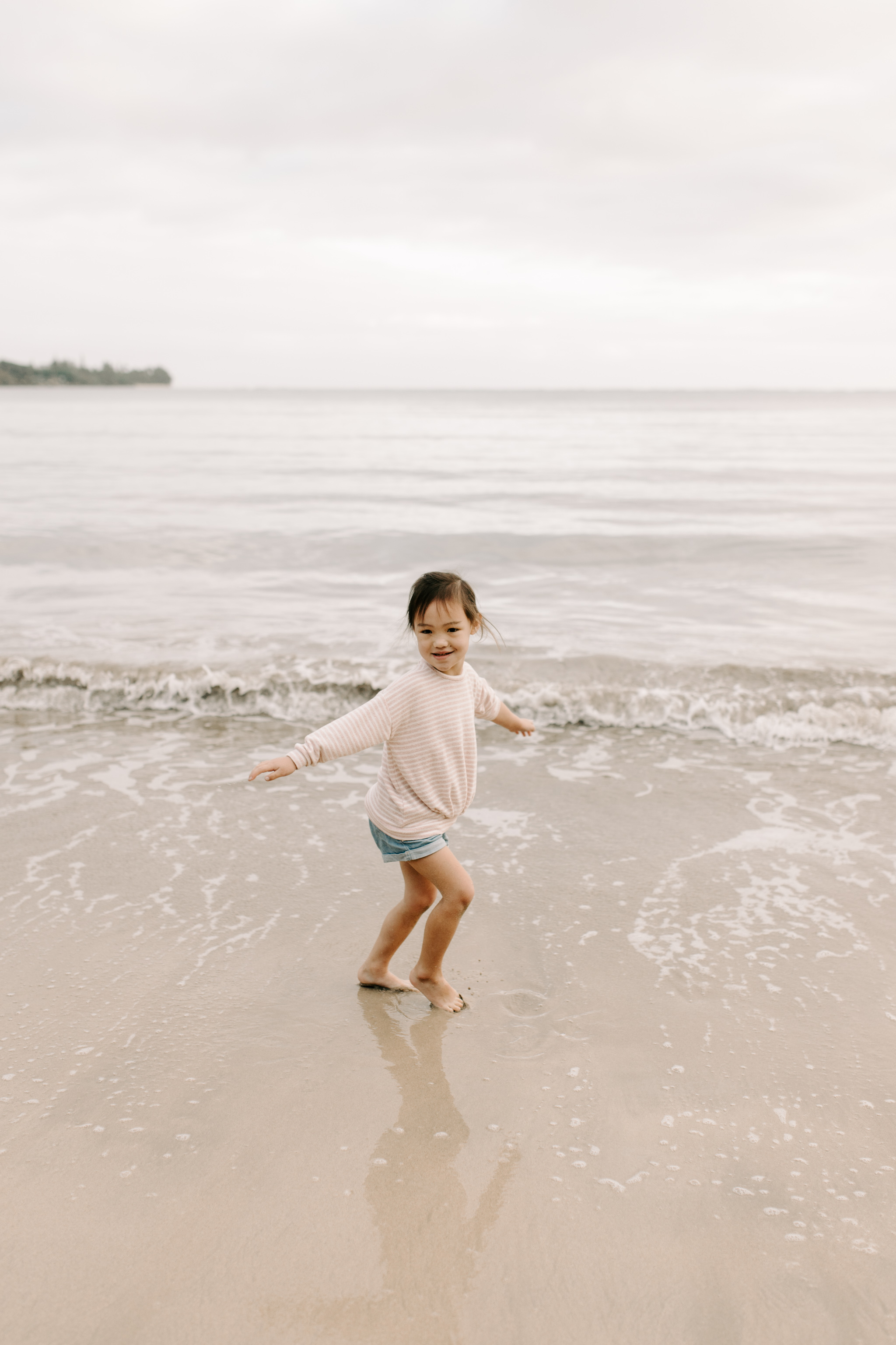 Beautiful Family Beach Photos at Kahana Bay by Oahu Family Photographer Desiree Leilani
