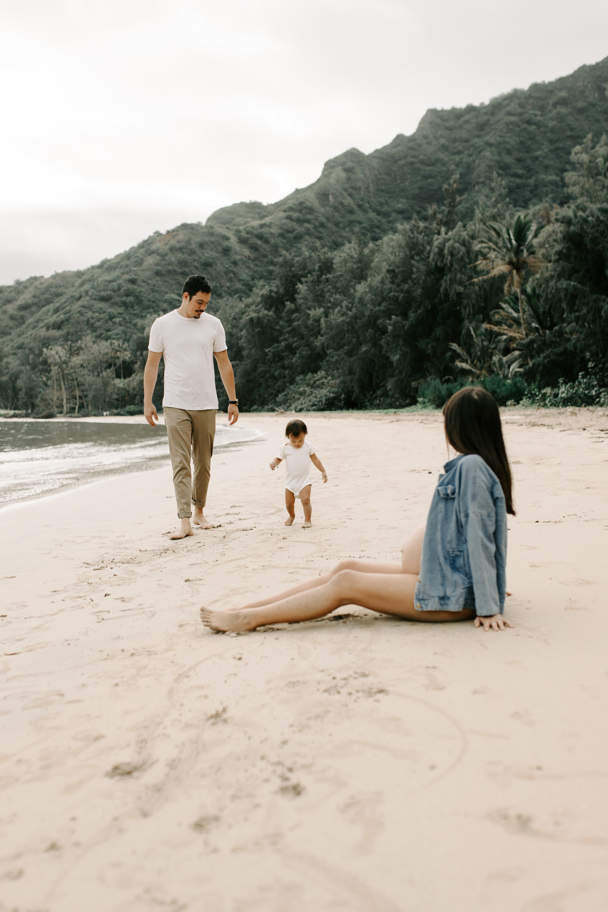 Cute maternity photos in a bikini and jean jacket at Kahana Bay by Hawaii maternity photographer Desiree Leilani