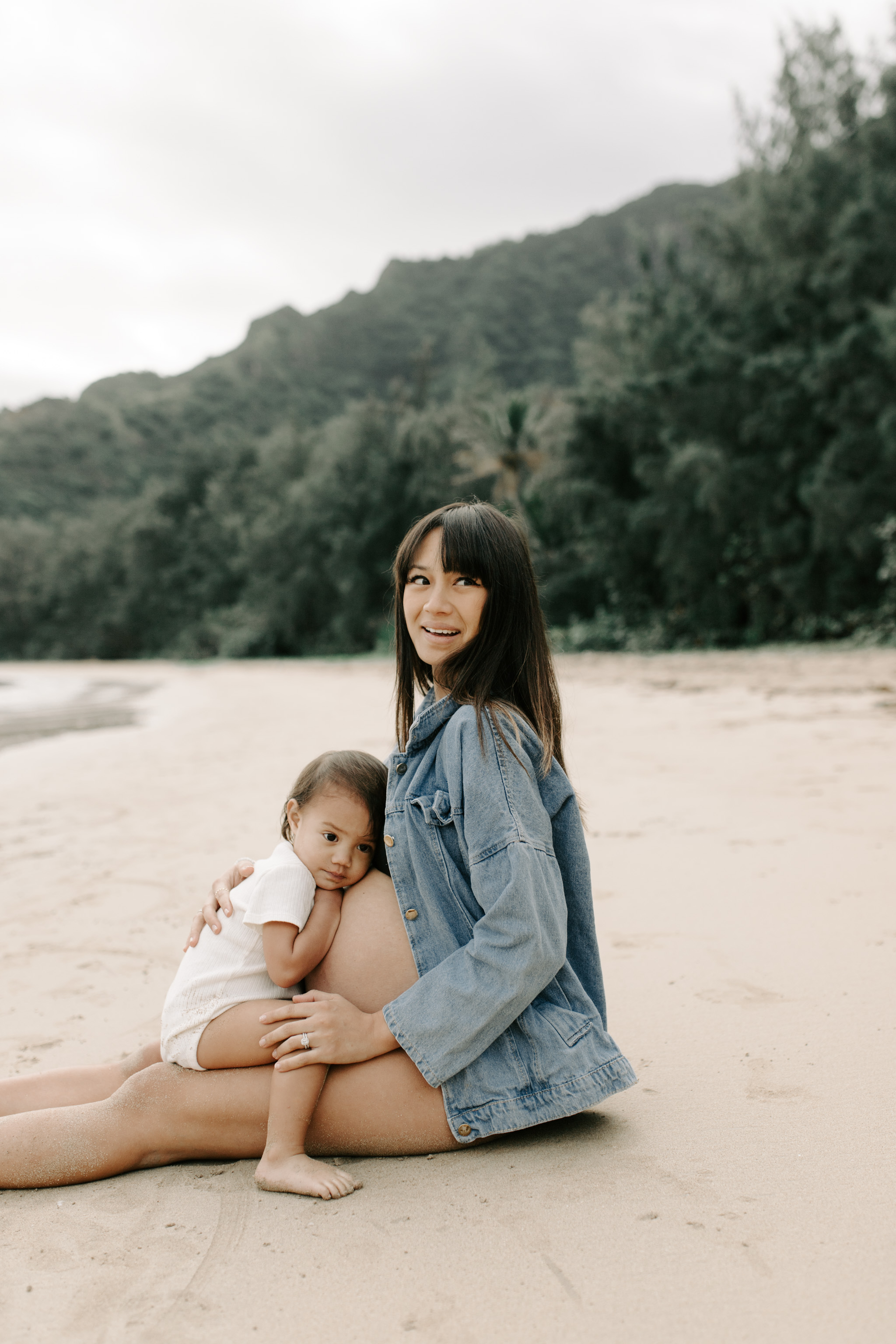 Beautiful maternity photos on a beach at Kahana Bay by Oahu family photographer Desiree Leilani