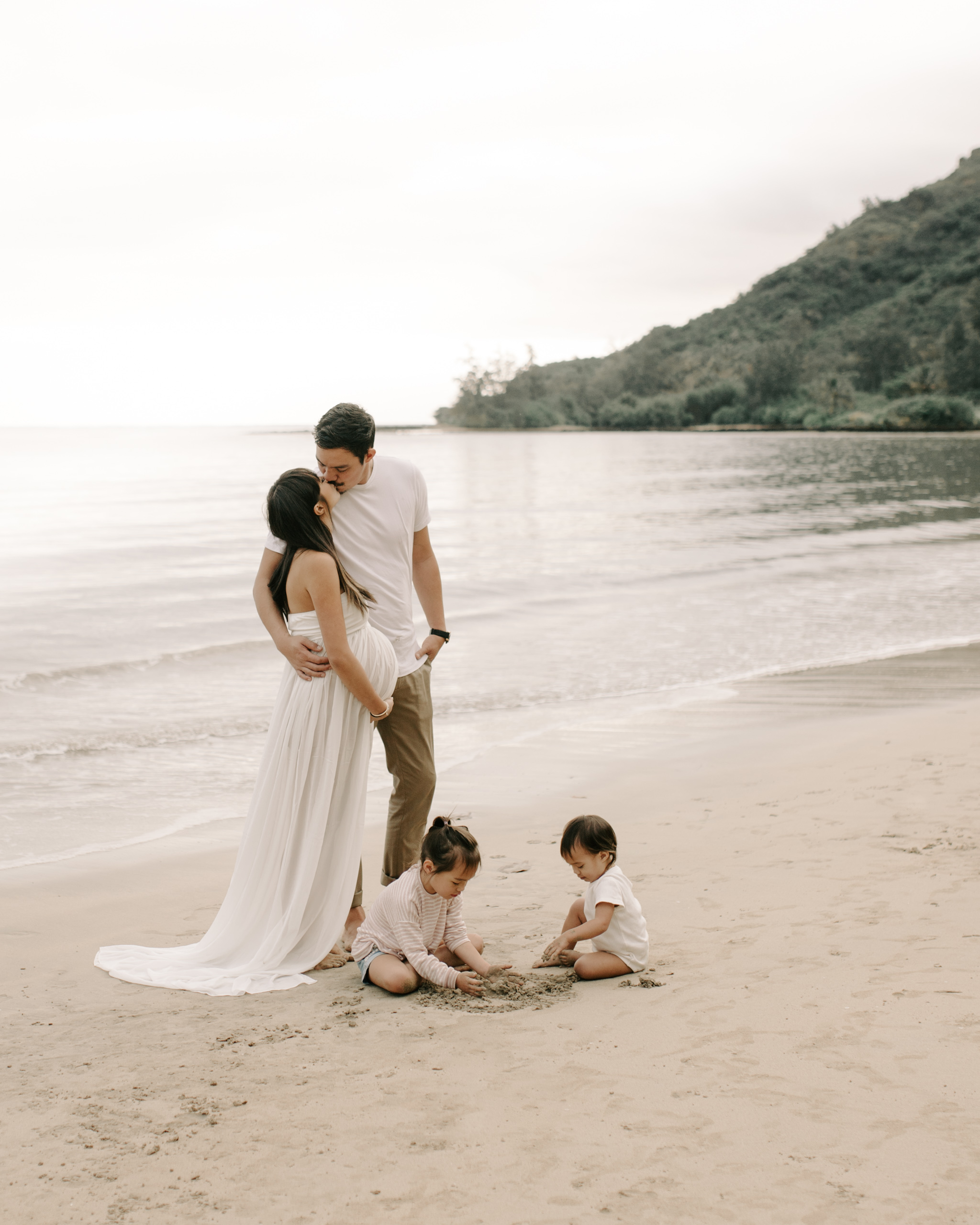 Candid family beach pictures by Hawaii Family Photographer Desiree Leilani