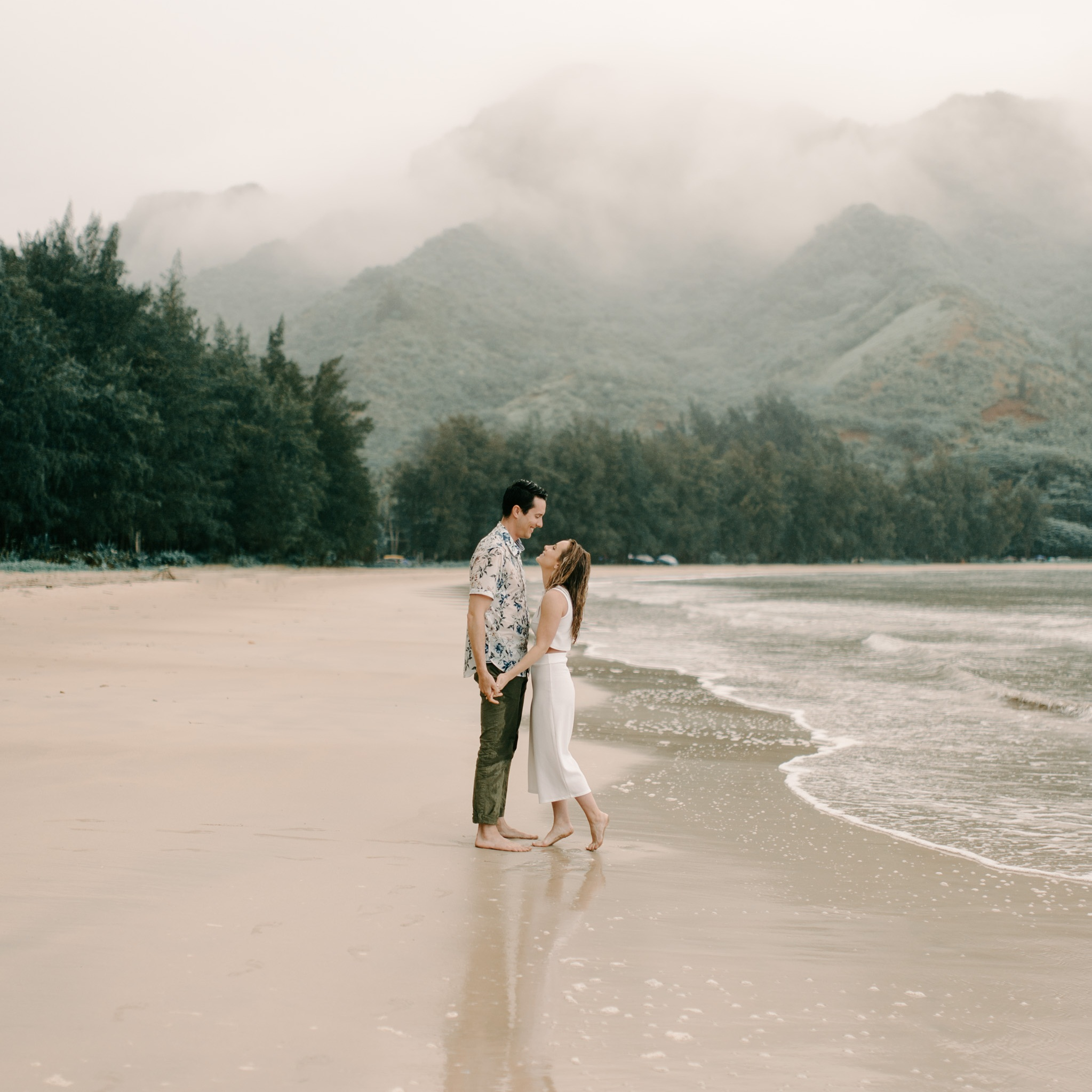 Gorgeous+Kahana+Bay+Rainstorm+Engagement+Session+By+Hawaii+Wedding+Photographer+Desiree+Leilani