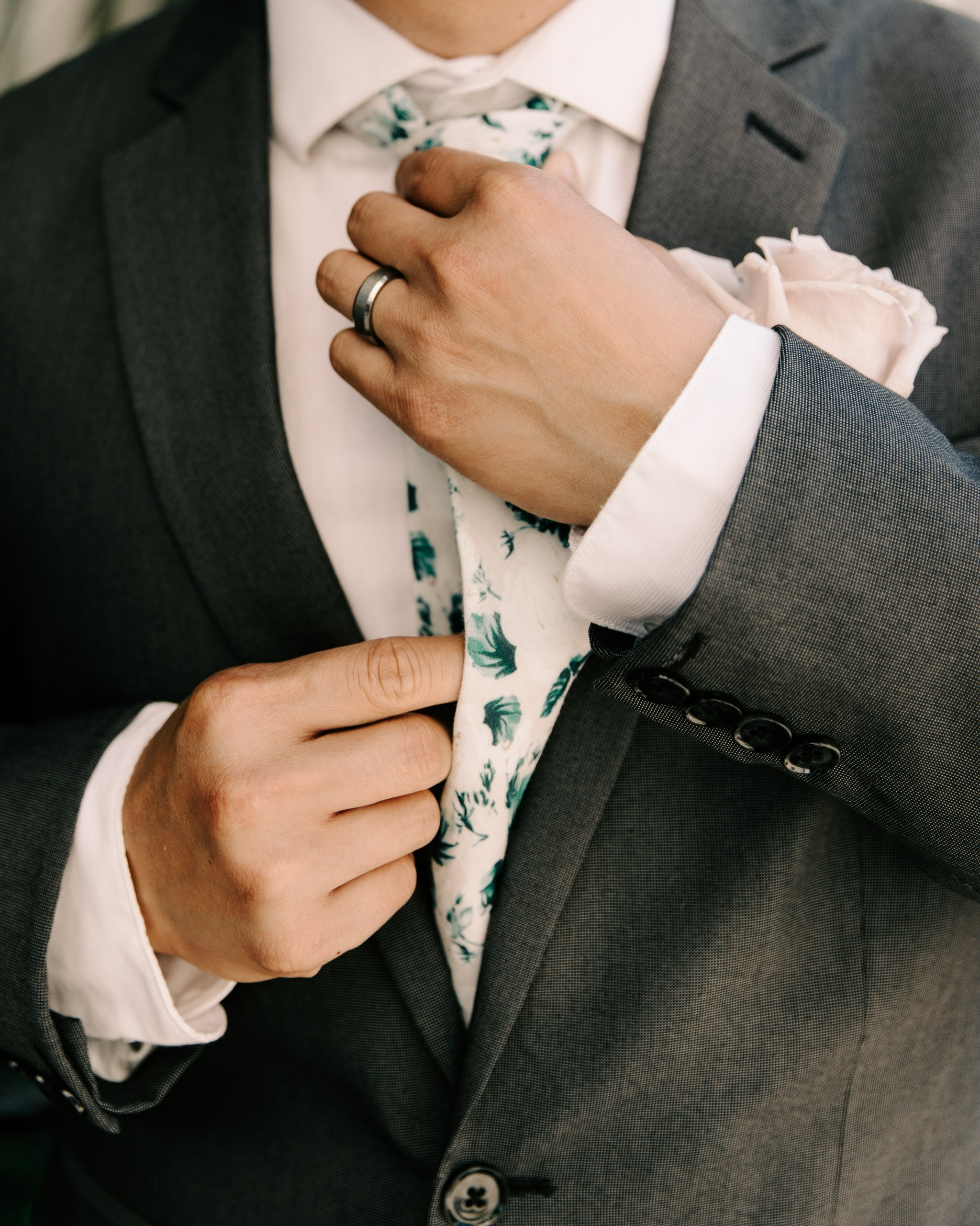 White+and+green+floral+groom%27s+tie+-+53+By+The+Sea+Hawaii+Wedding+By+Oahu+Wedding+Photographer+Desiree+Leilani