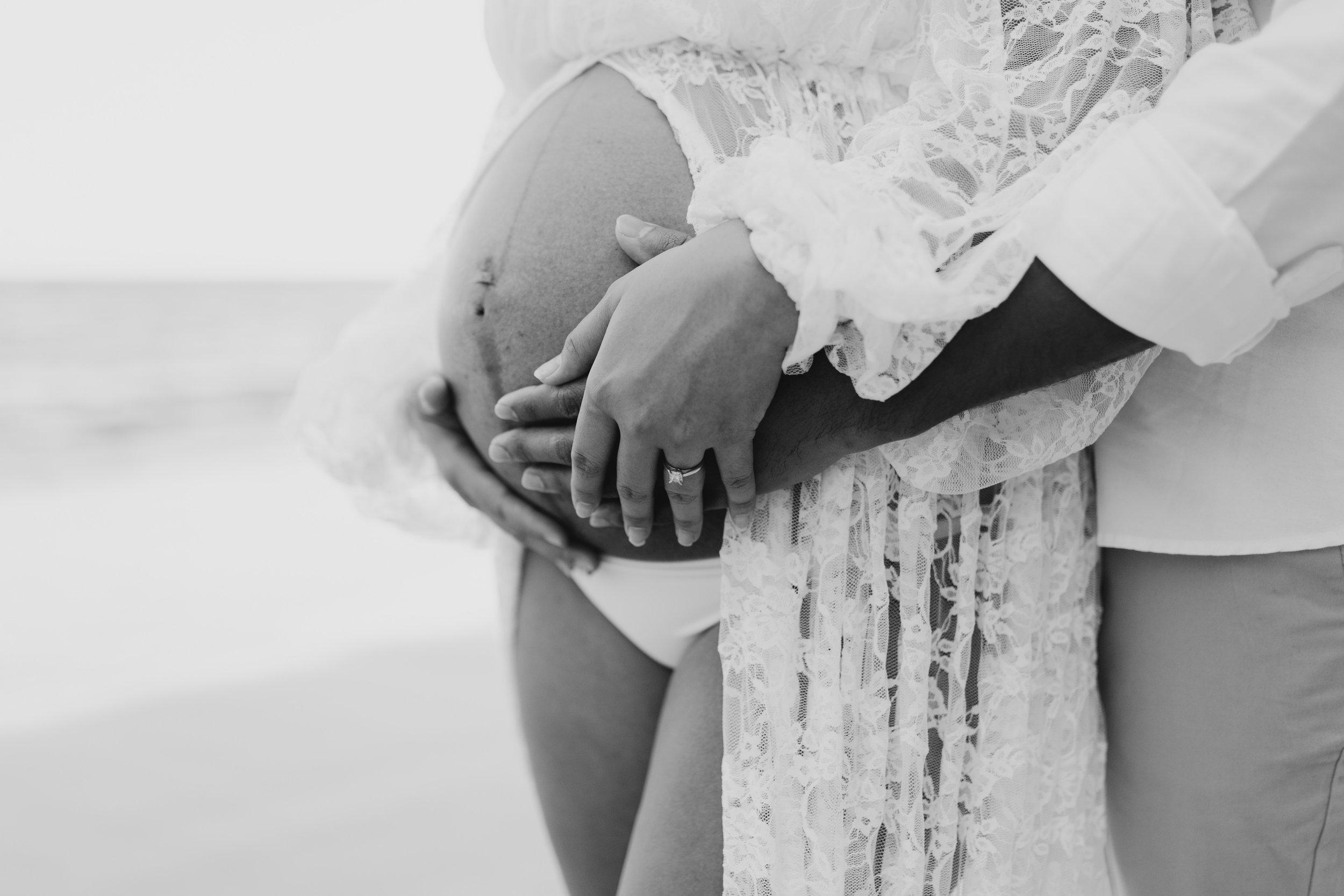 Artistic Maternity Photos - Beautiful Kahana Bay Oahu Maternity Session By Hawaii Family Photographer Desiree Leilani
