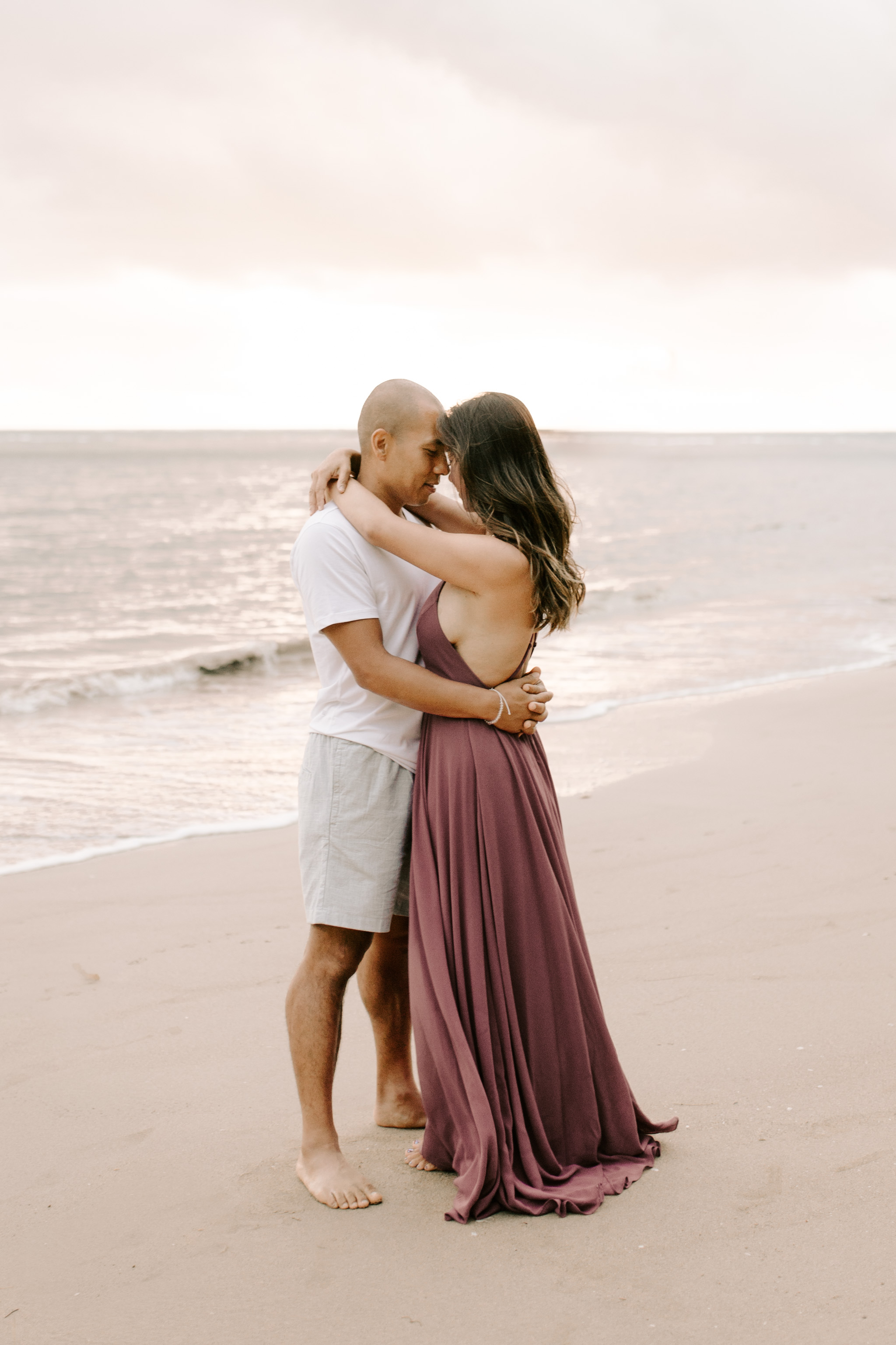 Beautiful hawaii beach couple photos by Oahu couple photographer Desiree Leilani