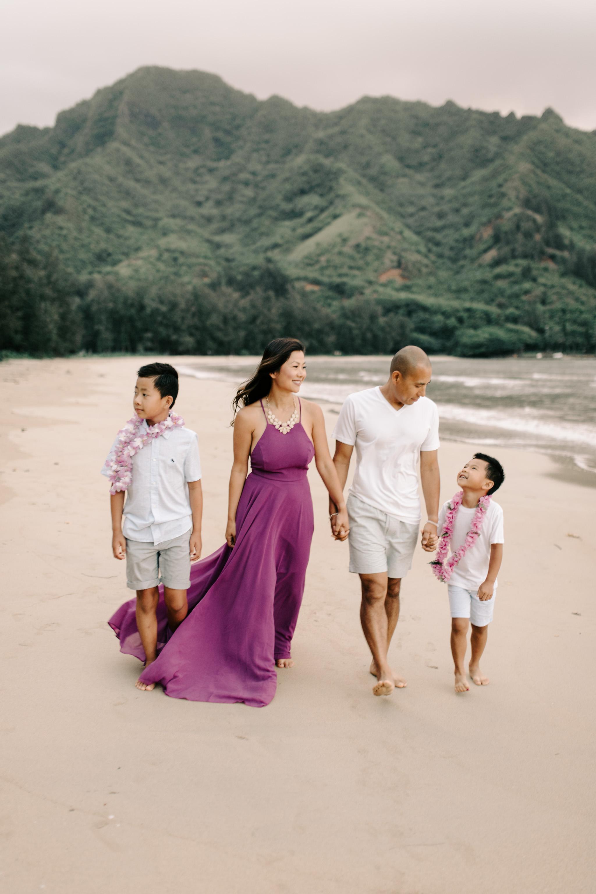 Beautiful Hawaii Beach Sunrise Family Photos By Oahu Family Photographer Desiree Leilani