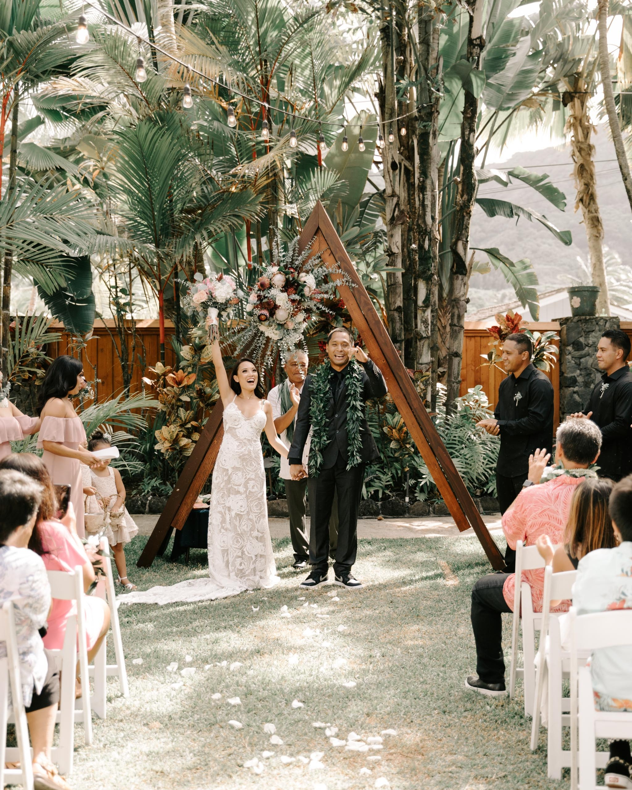 Just Married Photo - Hale Koa Phineas Estate Wedding By Hawaii Wedding Photographer Desiree Leilani