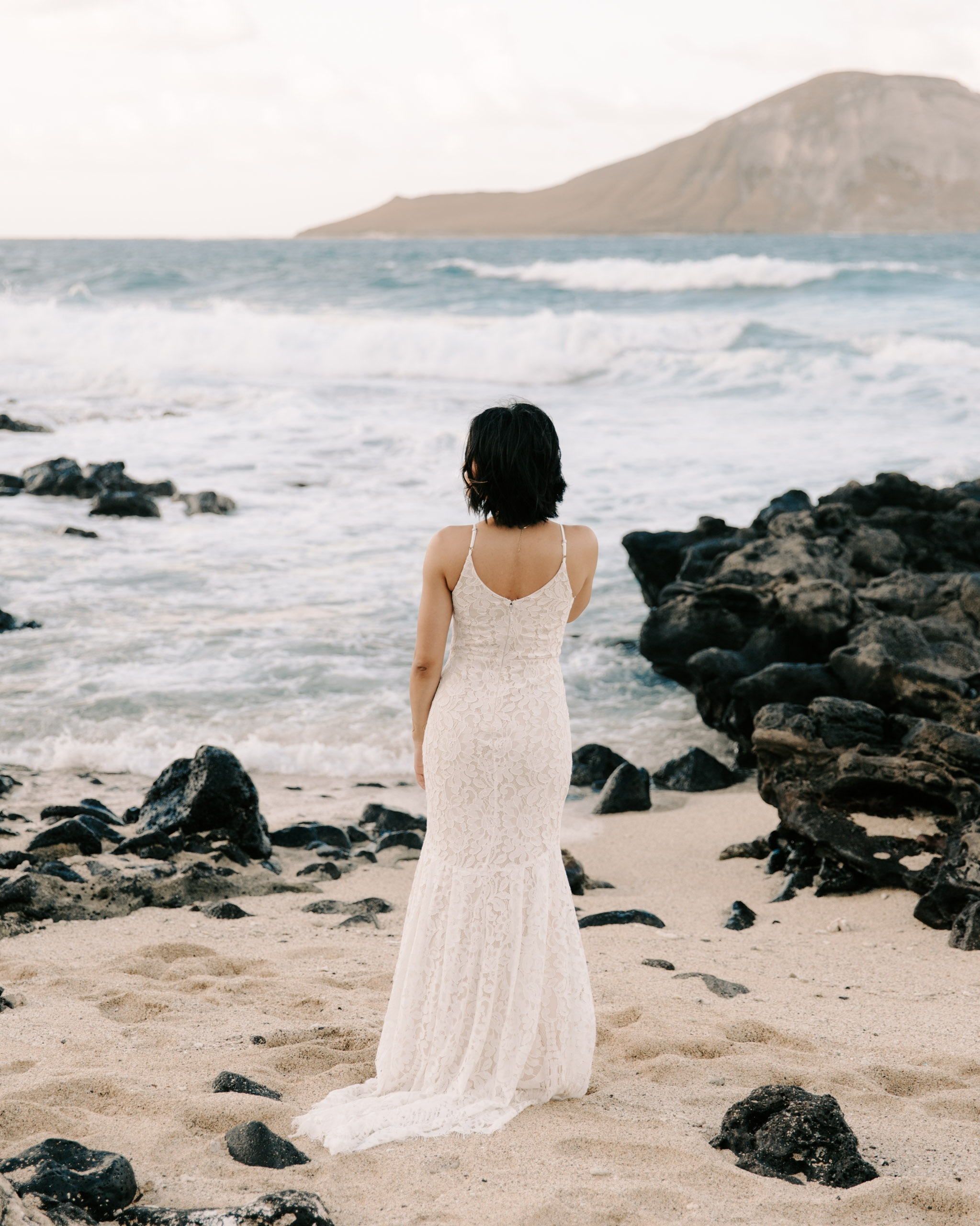 makapuu bridal portraits by hawaii elopement photographer Desiree Leilani