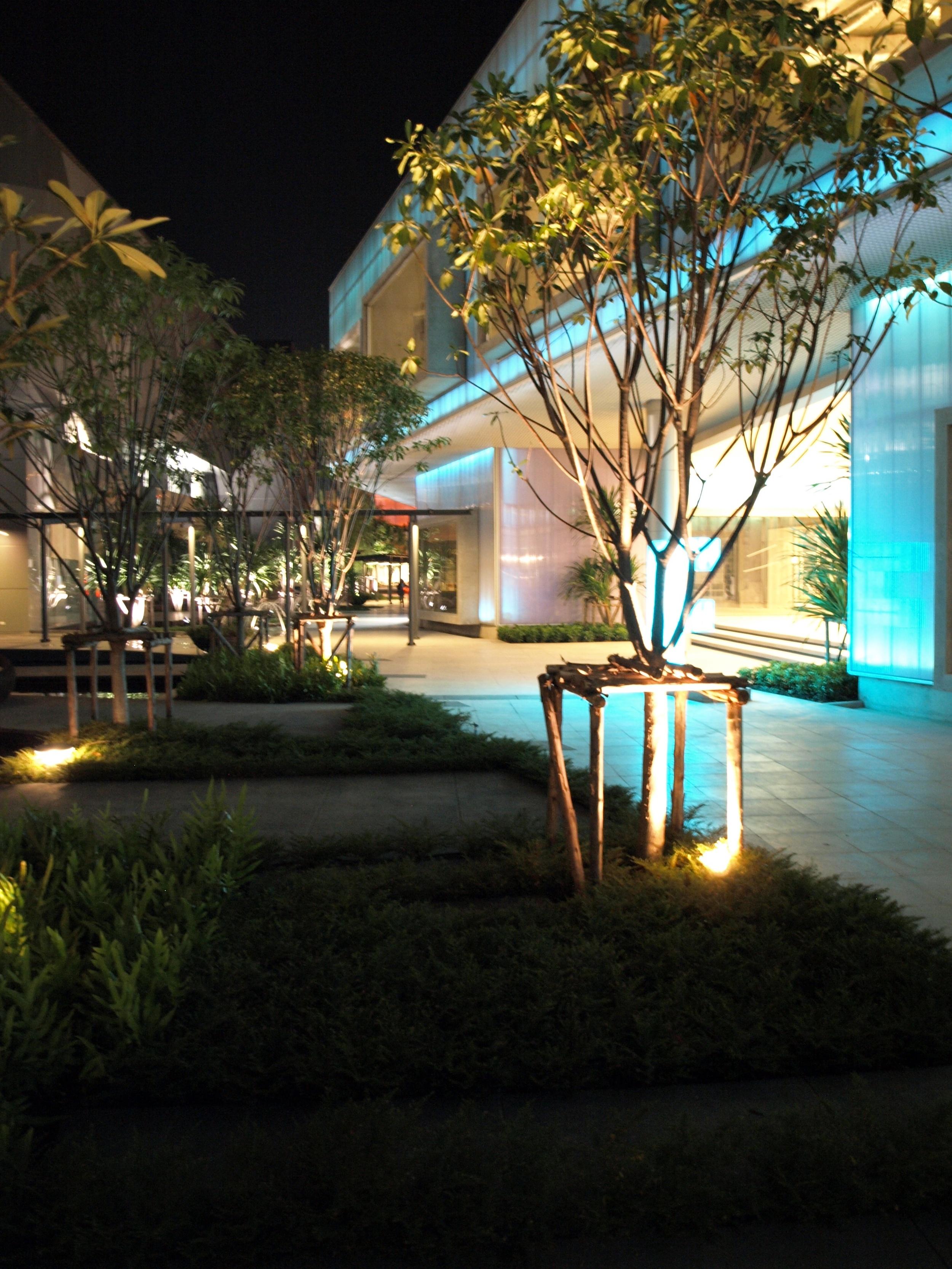 BOIFFILS-Crystal Design Center-Night-10.jpg