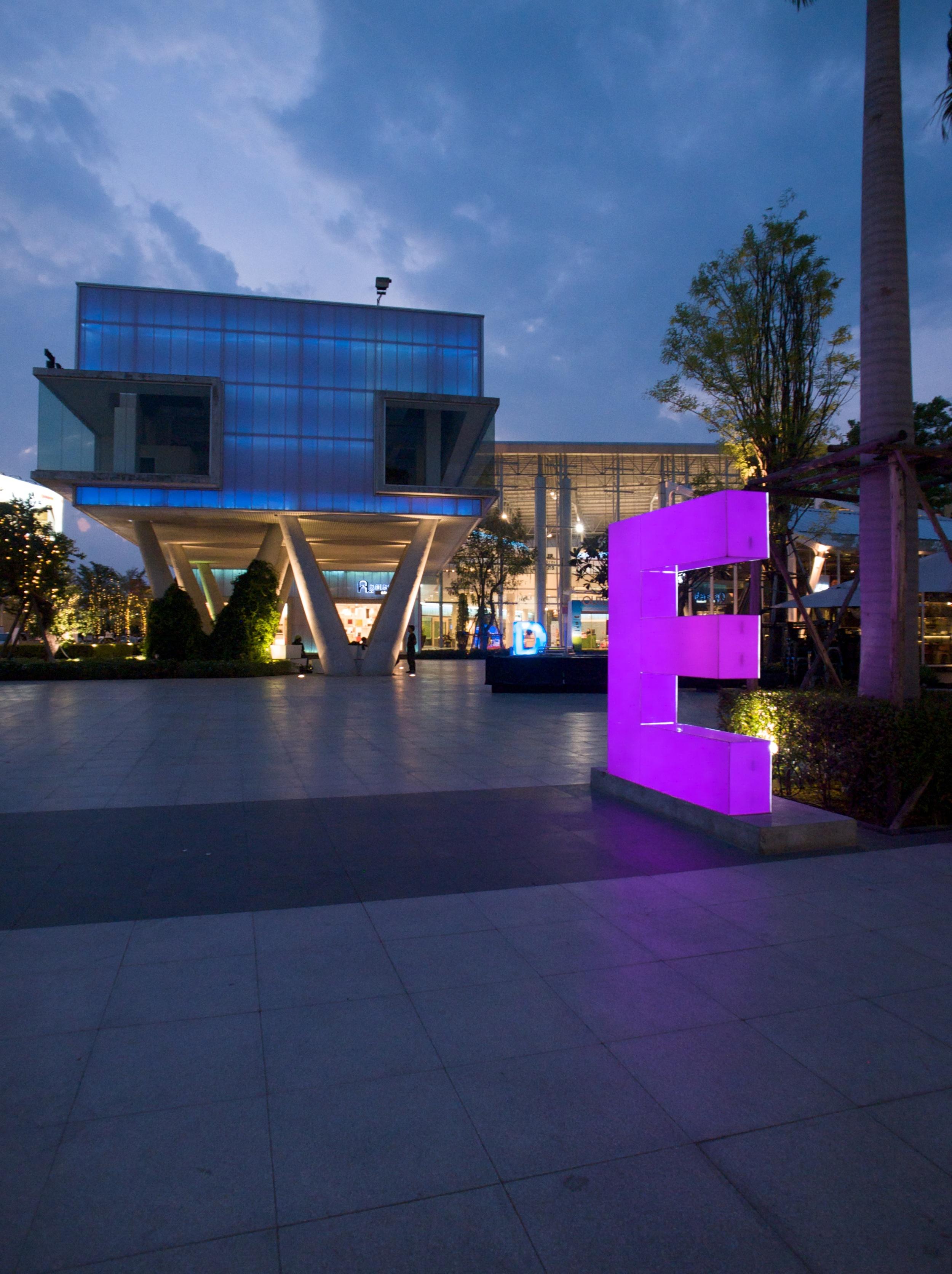 BOIFFILS-Crystal Design Center-Night-12.jpg