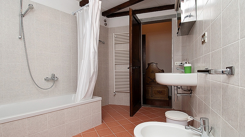 020-Bathroom-2-2.jpg