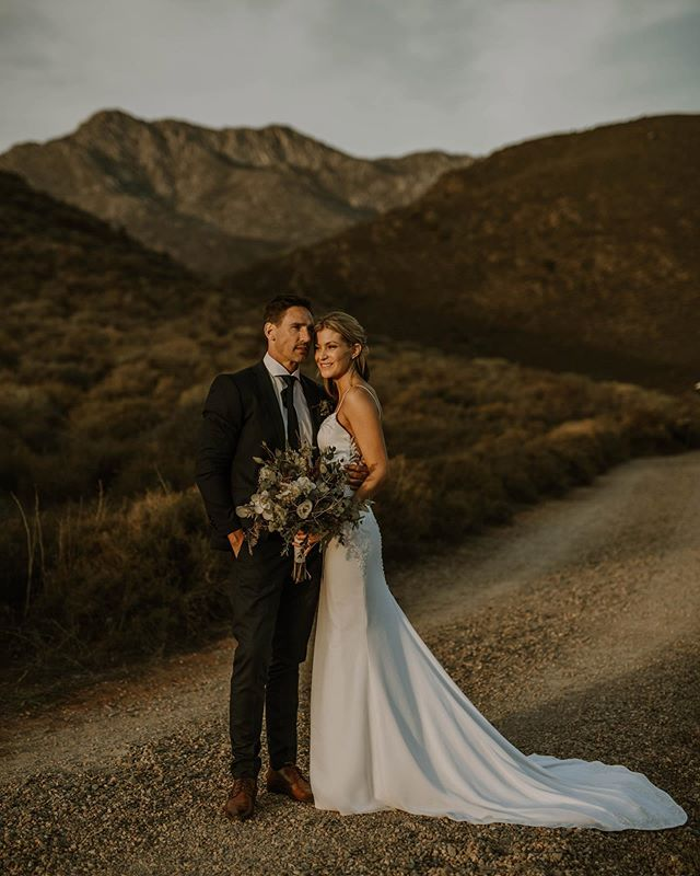 Happy Monday all the way from Sweden 🇸🇪 ✨⠀ I have been a bit quiet on SM and having the best time experiencing my first Swedish summer 🏖 ⠀ I can't wait to share my latest work with so many amazing couples from the past year 🙌 ⠀ . . .⠀ Megan & Kris // Penhill, Nuy Valley, SA ⠀ ⠀ Wedding Planner & Decor: @nu_weddings⠀ Photographer: @lindiewilton⠀ Second Photographer: @fionajoyphotography⠀ Venue: @penhill_manor⠀ Catering: @the_field_kitchen⠀ DJ: @thatdjguysa⠀ Videographer: @themkollektiv⠀ Muah: Renee @gorgeous2gosouthafrica⠀ Dress designer: @cindy_bam⠀ Flowers, Tent, dance floor & lighting: @4everyevent⠀ Staff: @blackcarpetevents⠀ ⠀ ⠀