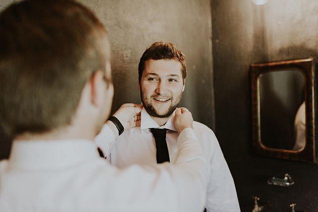 Bestman on duty 👨🏻✈️✨⠀ .⠀ .⠀ .⠀ #bröllop #bröllopsfotograf #bröllopsinspiration #bröllopsplanering #bröllopsblommor #brollopsfotografer #bröllopskoordinator #bröllop2020 #bröllopstockholm #bröllopskåne #bröllopsfotografgöteborg #bröllopsinspo #Stockholm #swedenweddingphotographer #Östergötland #linköping #norrköping #jönköping #linköpingfotograf #stockholmfotograf #fotograf #äventyr #brölloplokal #bröllopborås #brud #brudhår #malmö #malmöfotograf