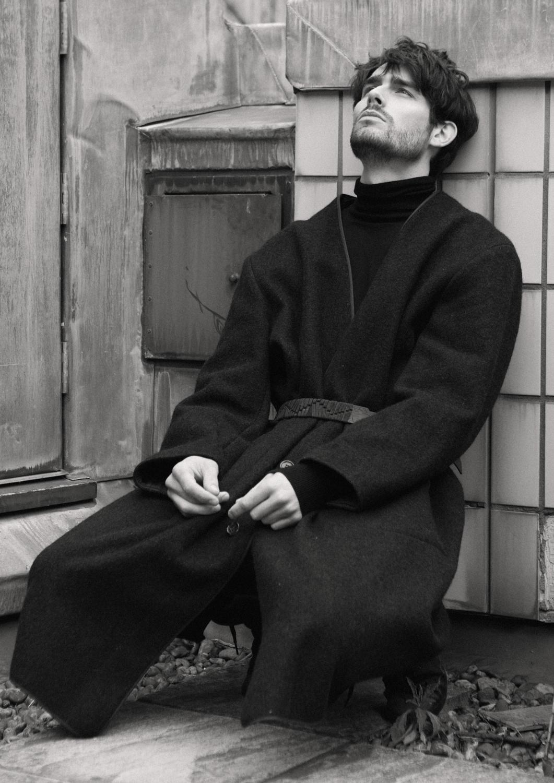 Coat  Comme des Garcon, Black shirt  Zara, Trousers  All Saints, Shoes  Uniqlo, Belt  Lanvin