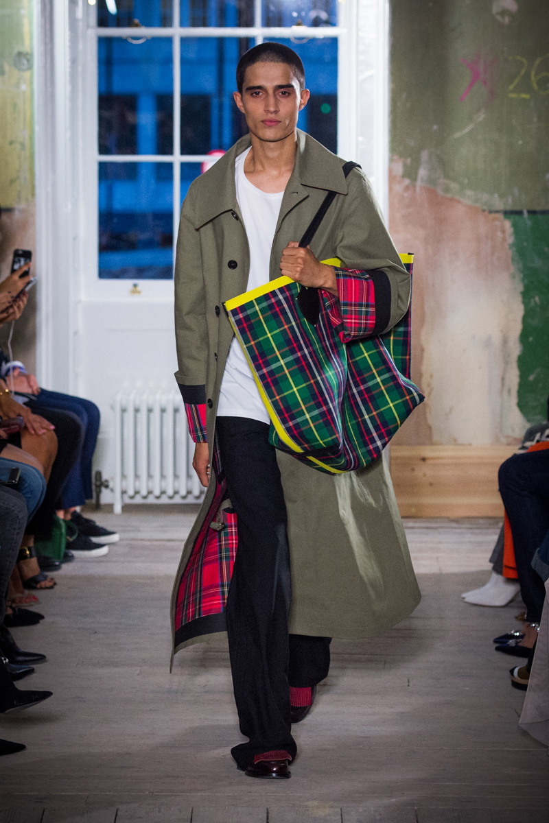 Burberry September 2017 Collection - Look 5_001.jpg