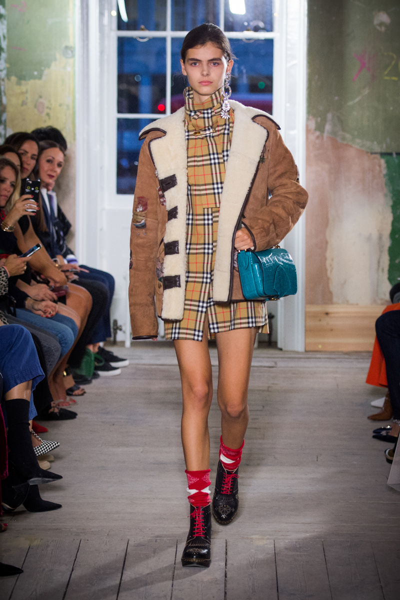 Burberry September 2017 Collection - Look 44_001.jpg