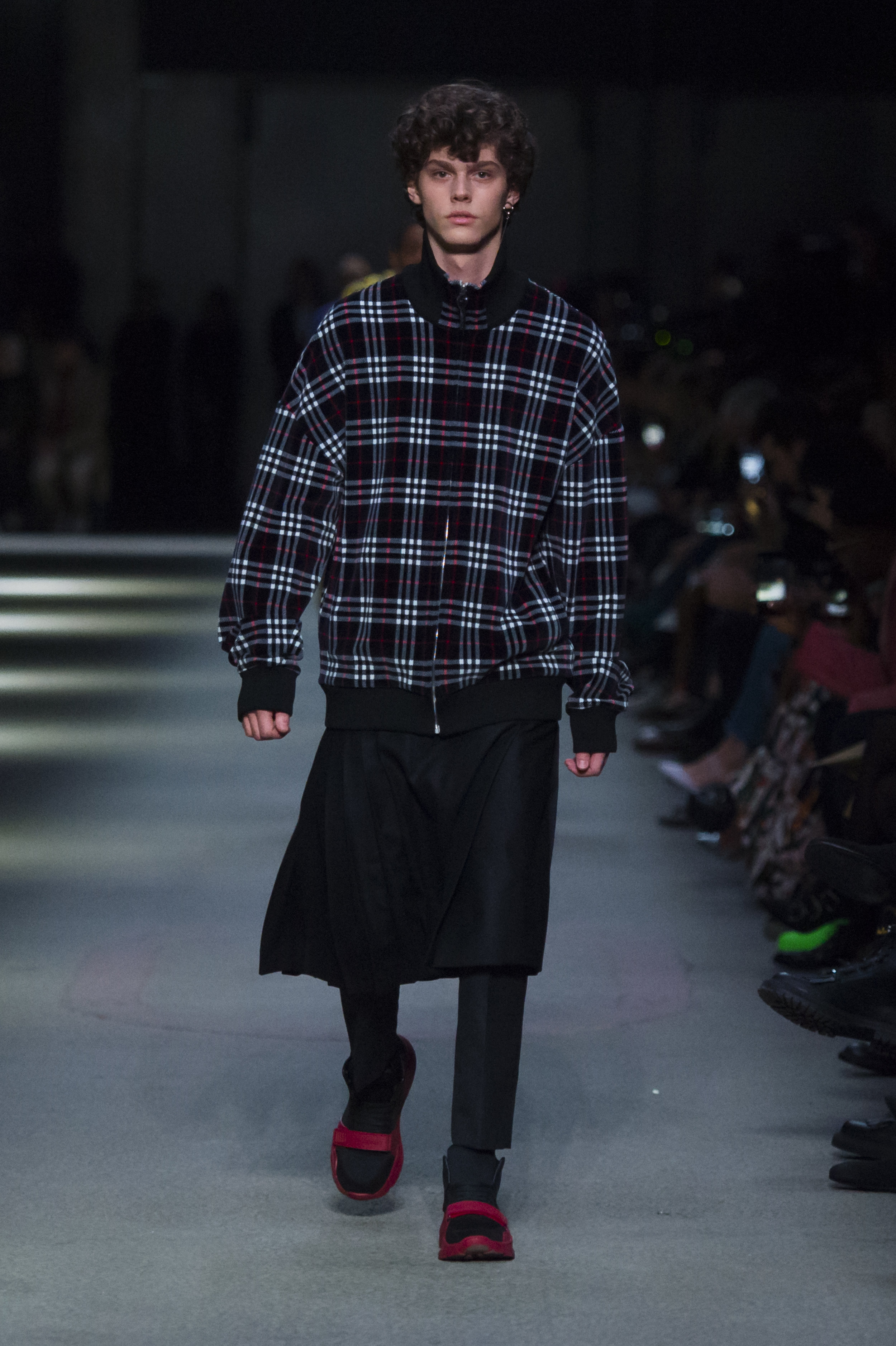 Burberry February Collection 2018 - Look 49.jpg