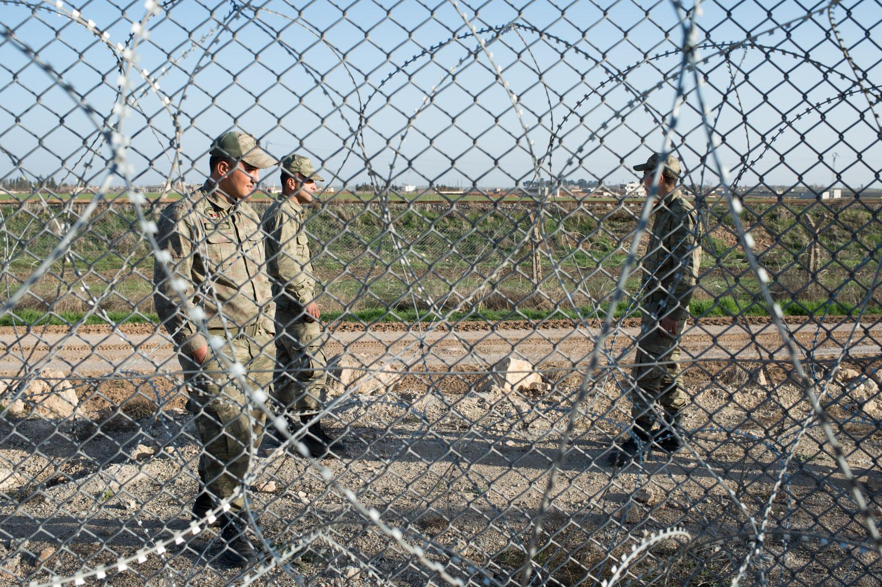 003syrian-turkish-border_by_fst_feb2014_DSC1080.jpg