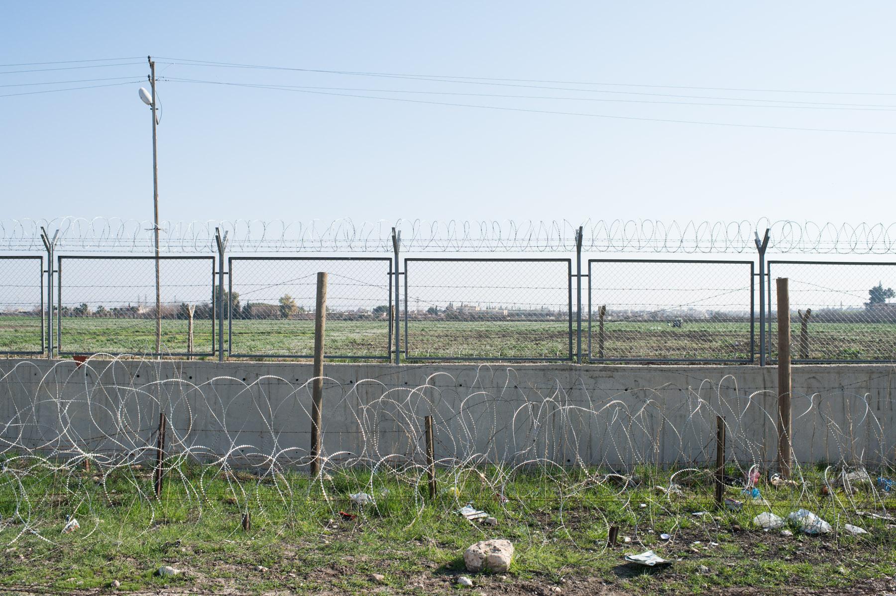 006syrian-turkish-border_by_fst_feb2014_DSC0855.jpg