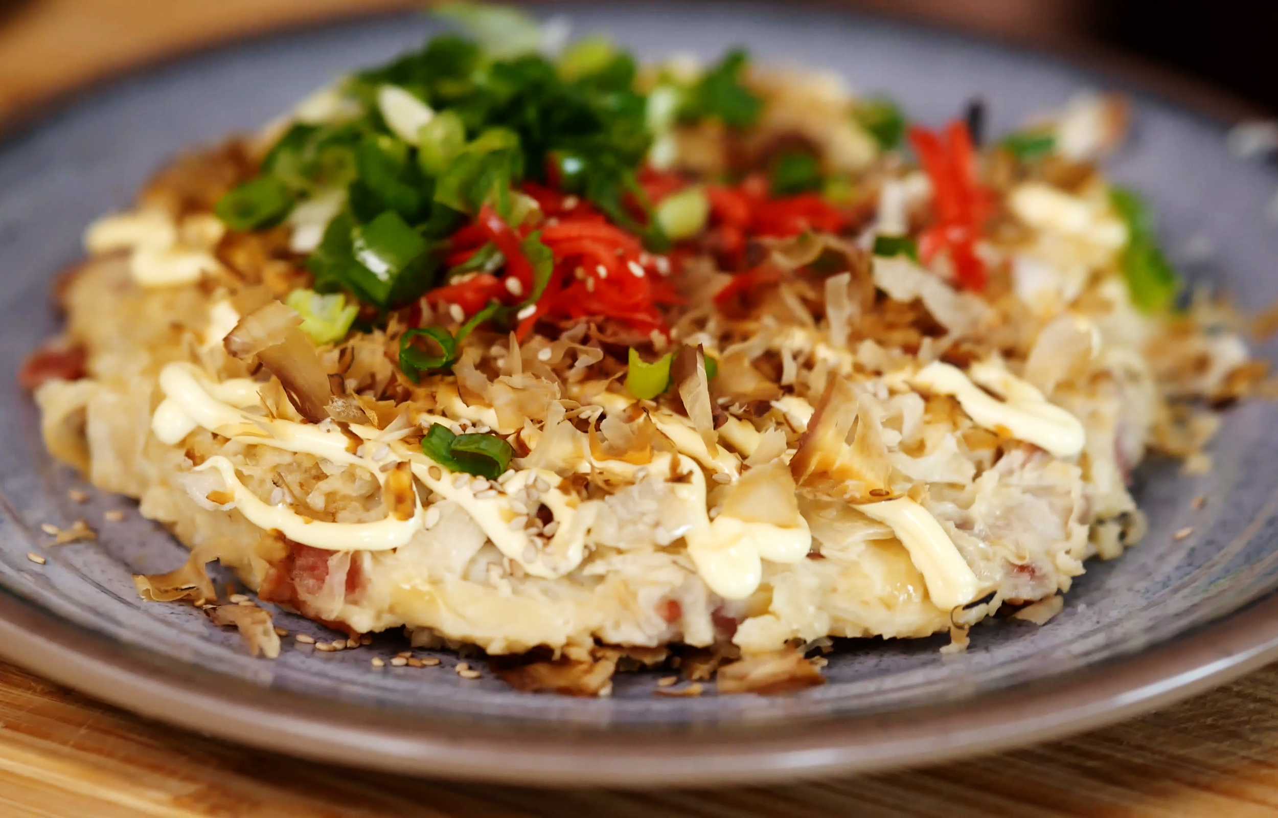 The lovely finished okonomiyaki, ready to devour!
