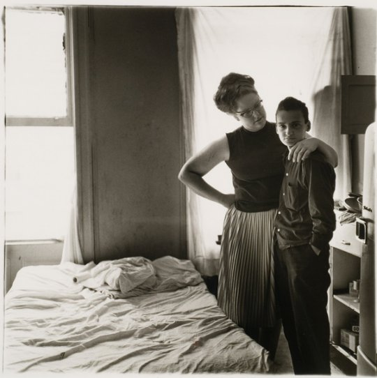 1965-two-friends-at-home-by-diane-arbus1