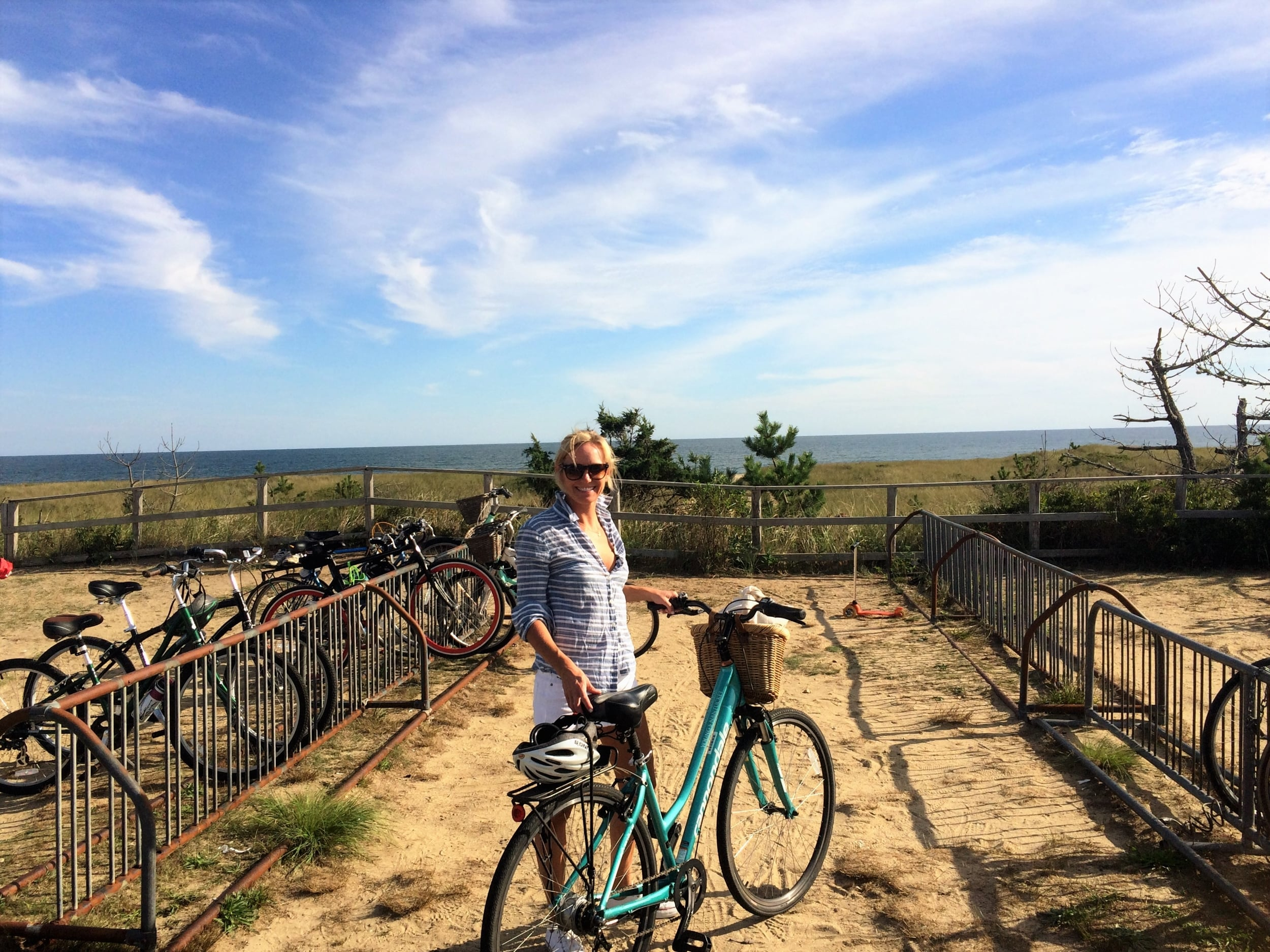 #nantucketbeaches #bikingafterbrews #septembersunshine #youngsbicycleshop #nantucketweekend2015 #raybans #jcrew