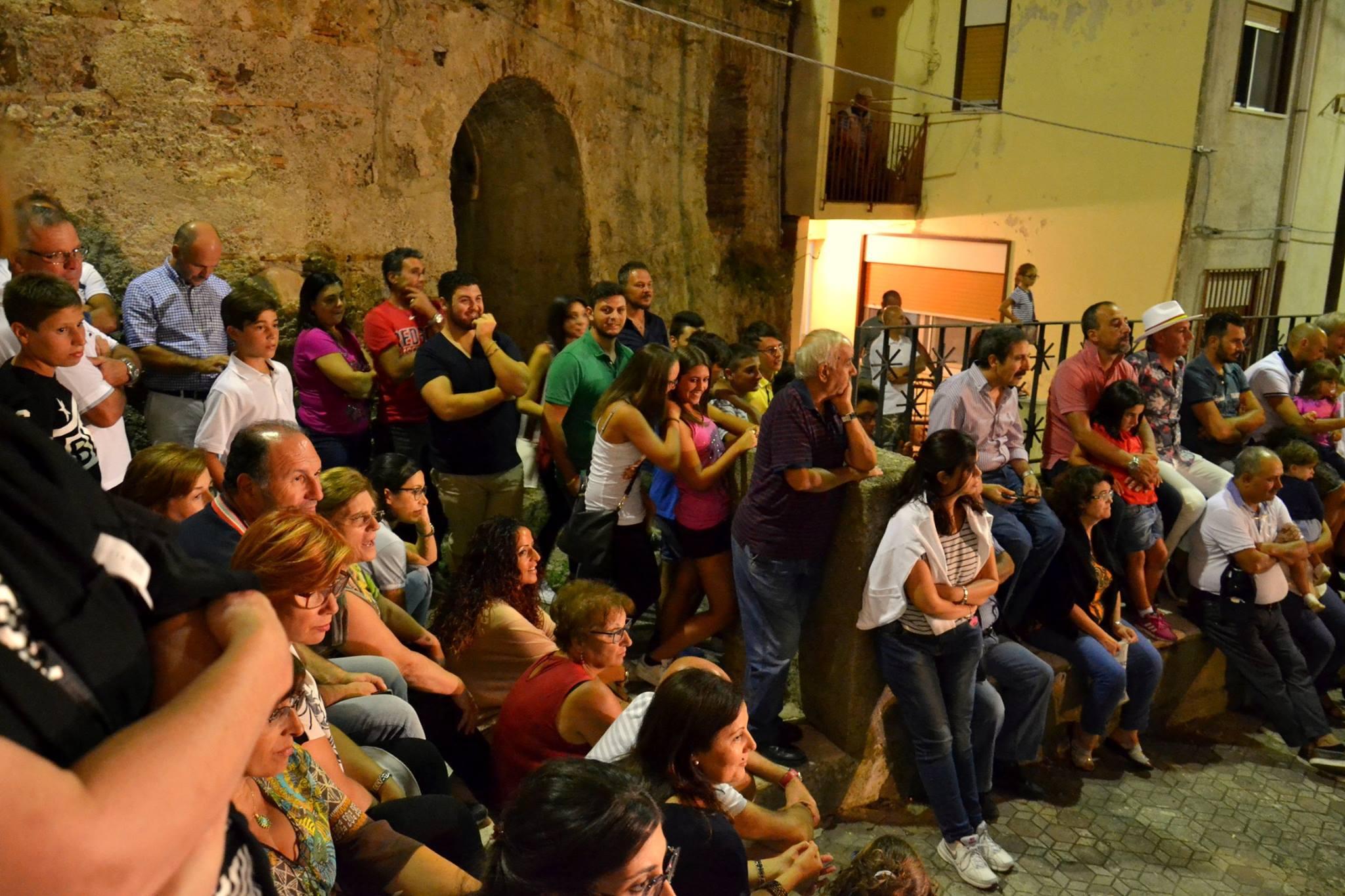 Copy of The crowd gathered in the piazza San Nicolò di Bari in Pezzolo