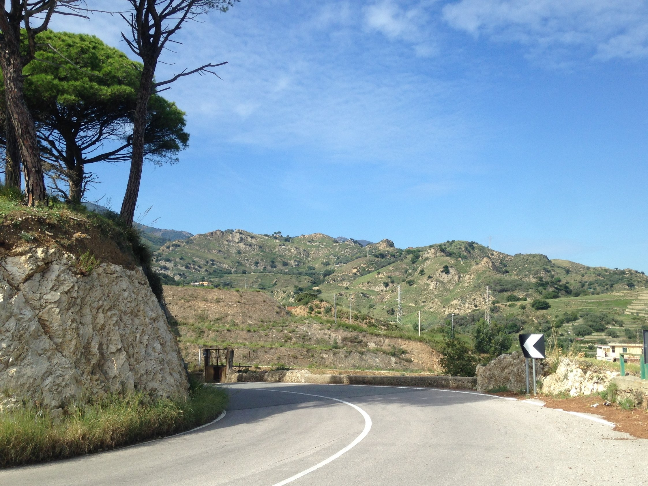 The bend in the road in front of San Placido Calonerò