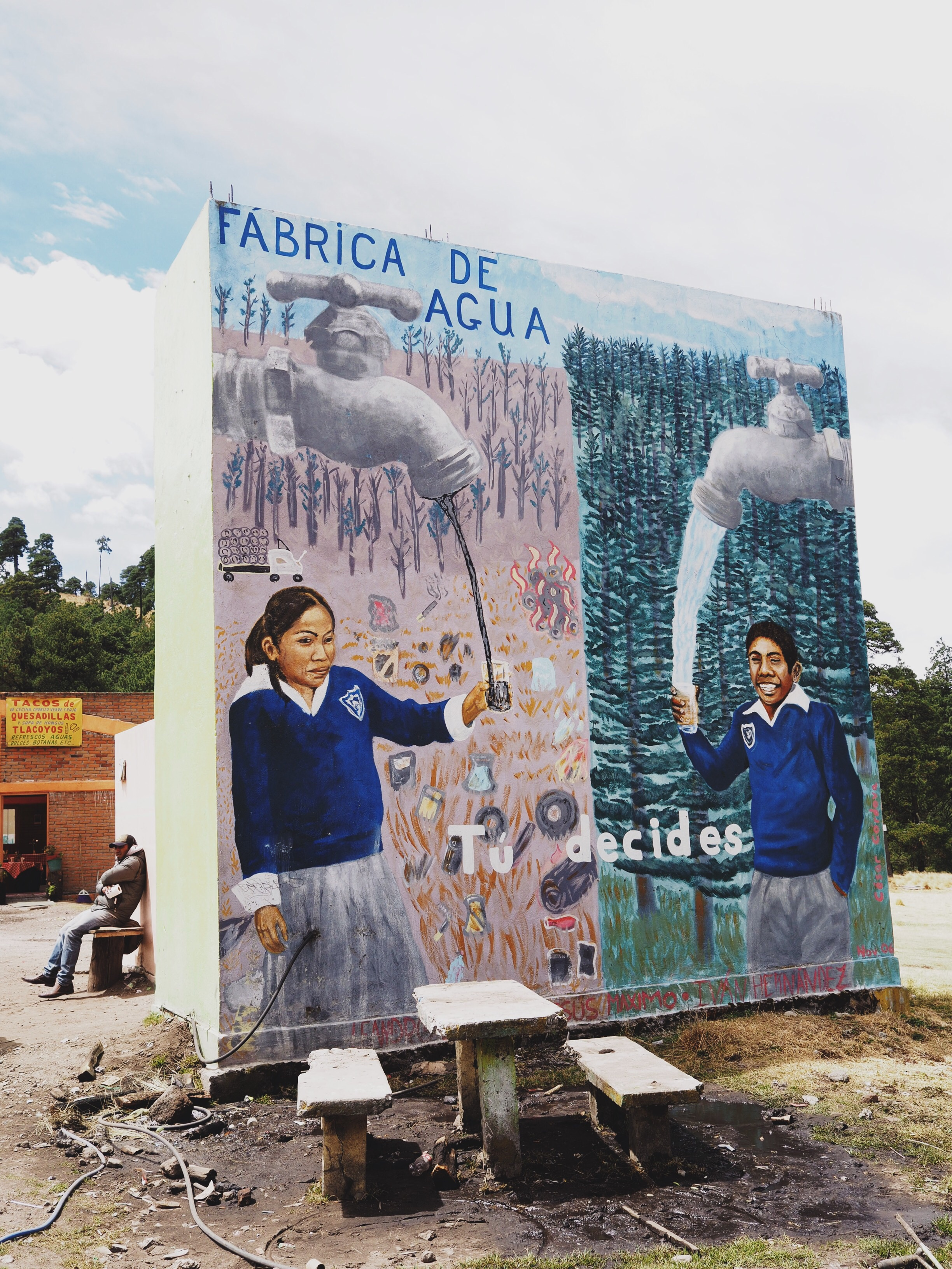 A mural painted on a public bathroom at the entrance to Nevado de Toluca