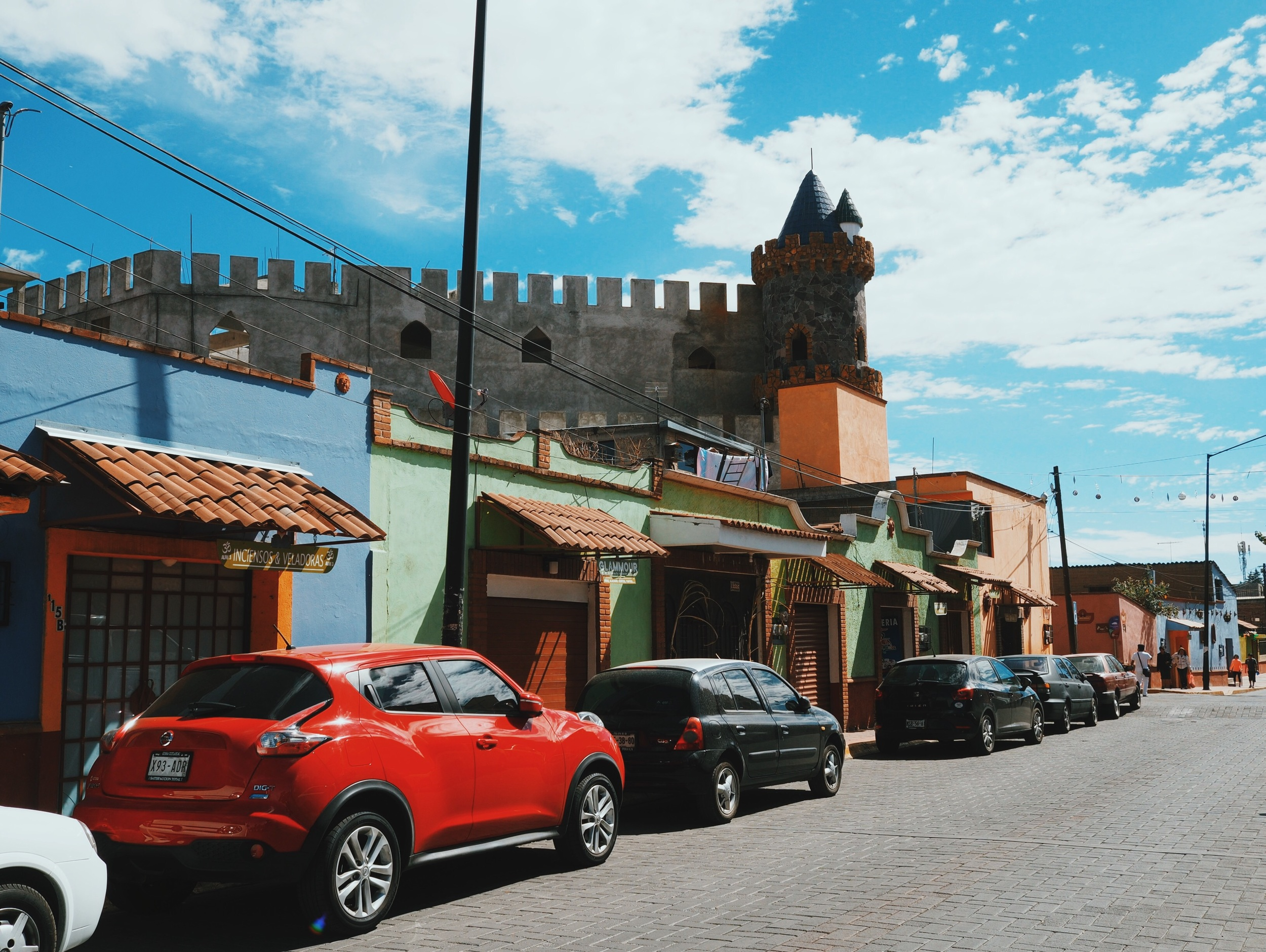 Metepec – colorful tiendas and... castles?