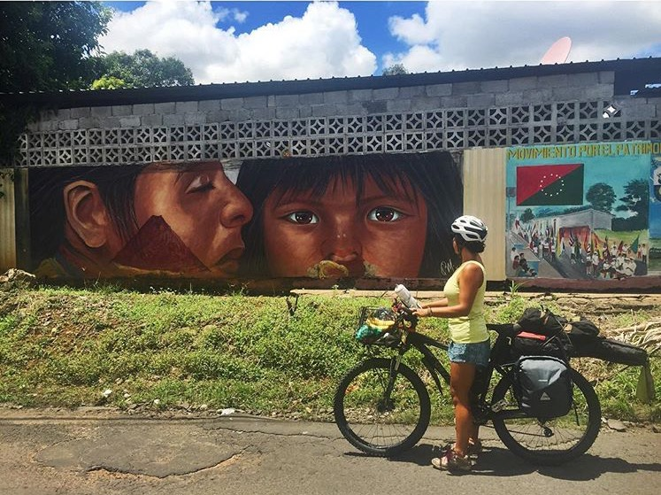 Leaving Davíd, rolling by some cool murals