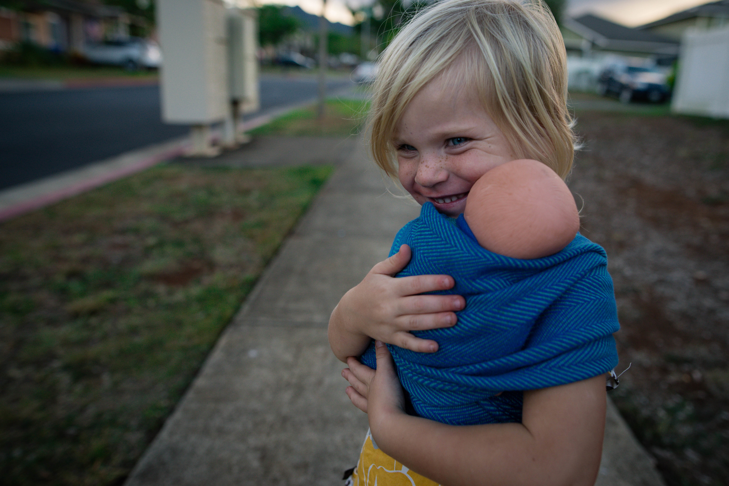 child wearing her baby in didymos lisca