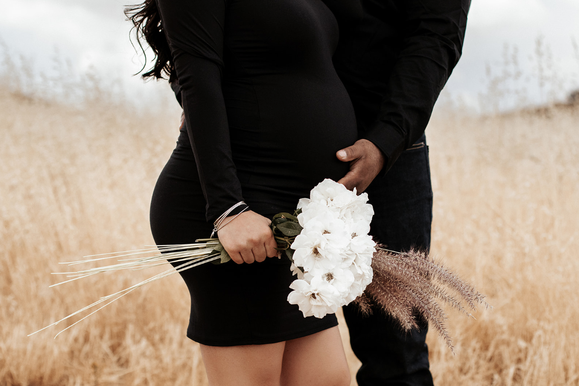 """""""Darian always goes above and beyond with her work! She made my maternity photos absolutely stunning and really captured some awesome shots. You can tell her heart is in it when she's shooting and the genuine love she has for her clients. Love working with her!! Xoxo!!""""  - Kaitlynn Wolfe"""