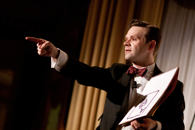 Corporate Entertainer and Magician Dennis Watkins performs mind reading